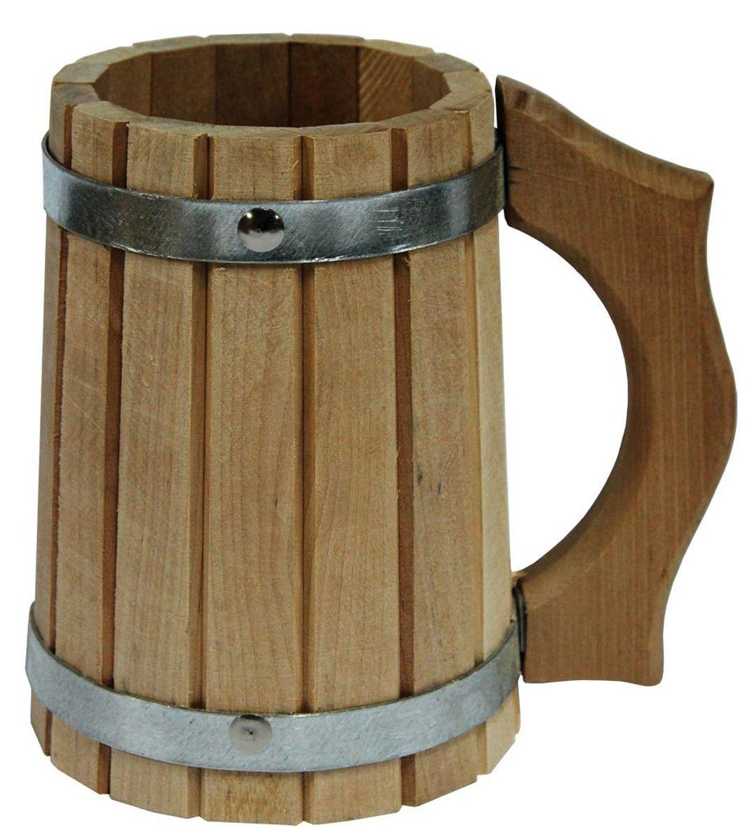 Кружка для бани и сануы Proffi Home, 1 лPS0048Кружка Proffi Home выполнена из березы. Она просто незаменима для подачи напитков, приготовления отваров из трав и ароматических масел, также подходит для декора или в качестве сувенира. Эксплуатация бондарных изделий.Перед первым использованием бондарное изделие рекомендуется подготовить. Для этого нужно наполнить изделие холодной водой и оставить наполненным на 2-3 часа. Затем необходимо воду слить, обдать изделие сначала горячей, потом холодной водой. Не рекомендуется оставлять бондарные изделия около нагревательных приборов, а также под длительным воздействием прямых солнечных лучей.С момента начала использования бондарного изделия не рекомендуется оставлять его без воды на срок более 1 недели. Но и продолжительное время хранить в таких изделиях воду тоже не следует.После каждого использования необходимо вымыть и ошпарить изделие кипятком. В качестве моющих средств желательно использовать пищевую соду либо раствор горчичного порошка.Правильное обращение с бондарными изделиями позволит надолго сохранить их эксплуатационные свойства и продлить срок использования! Материал: дерево.