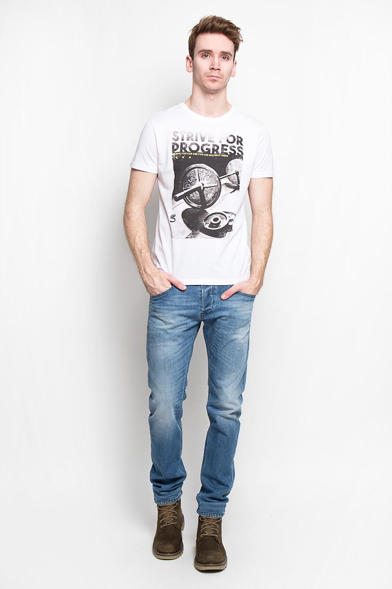 Футболка мужская Sela, цвет: белый. Ts-211/1001-6192. Размер M (48)Ts-211/1001-6192Стильная мужская футболка Sela - идеальное решение для повседневной носки. Эта практичная, приятная на ощупь модель, выполненная из полиэстера с хлопком, прекрасно пропускает воздух, она позволит вам чувствовать себя уверенно и легко.Модель с короткими рукавами и круглым вырезом горловины - идеальный вариант для создания образа в стиле Casual. Футболка оформлена оригинальным принтом с изображением штанги и надписью на английском языке. Такая модель подарит вам комфорт в течение всего дня и послужит замечательным дополнением к вашему гардеробу.