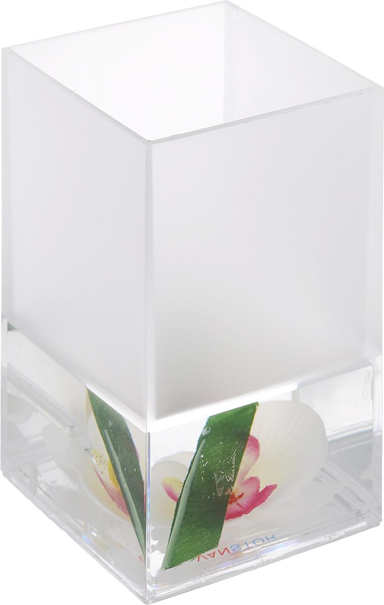 """Стакан для ванной комнаты Vanstore """"Lotus"""" изготовлен из пластика с гелевым наполнителем. В стакане удобно хранить зубные щетки, пасту и другие принадлежности. Такой аксессуар для ванной комнаты стильно украсят интерьер и добавят в обычную обстановку яркие и модные акценты.Размер стакана: 6,5 х 6,5 х 12 см."""