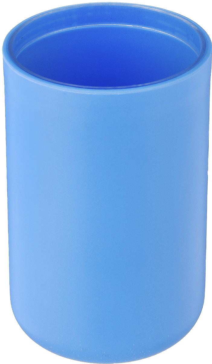 """Стакан для ванной комнаты Vanstore """"Plastic Blue"""" изготовлен из высококачественного пластика. В стакане удобно хранить зубные щетки, тюбики с зубной пастой и другие принадлежности. Такой аксессуар для ванной комнаты стильно украсит интерьер и добавит в обычную обстановку яркие и модные акценты.Размер стакана: 6,5 х 6,5 х 10,5 см."""
