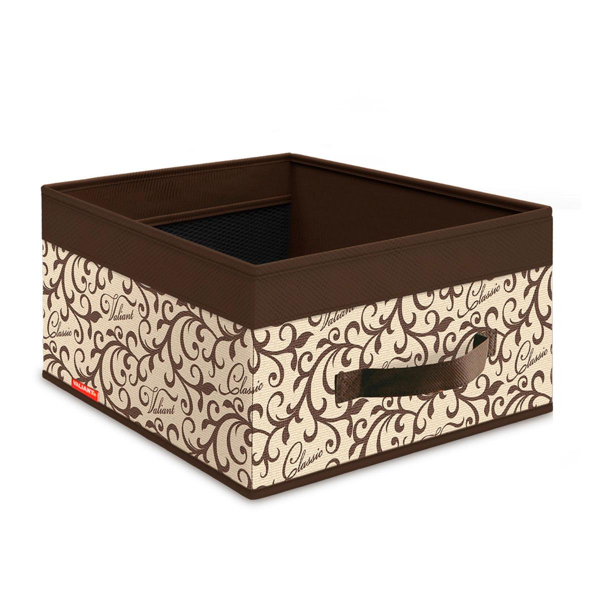 Короб стеллажный Valiant Classic, 35 см х 25 см х 16 смCL-BOX-MСтеллажный короб Valiant Classic изготовлен из высококачественного нетканого материала (спанбонда), который обеспечивает естественную вентиляцию, позволяя воздуху проникать внутрь, но не пропускает пыль. Вставки из плотного картона хорошо держат форму. Короб открытый, без крышки. Изделие отличается мобильностью: легко раскладывается и складывается. В таком коробе удобно хранить одежду, белье и мелкие аксессуары. Сбоку имеется ручка.Системы хранения в едином дизайне сделают вашу гардеробную изысканной и невероятно стильной.