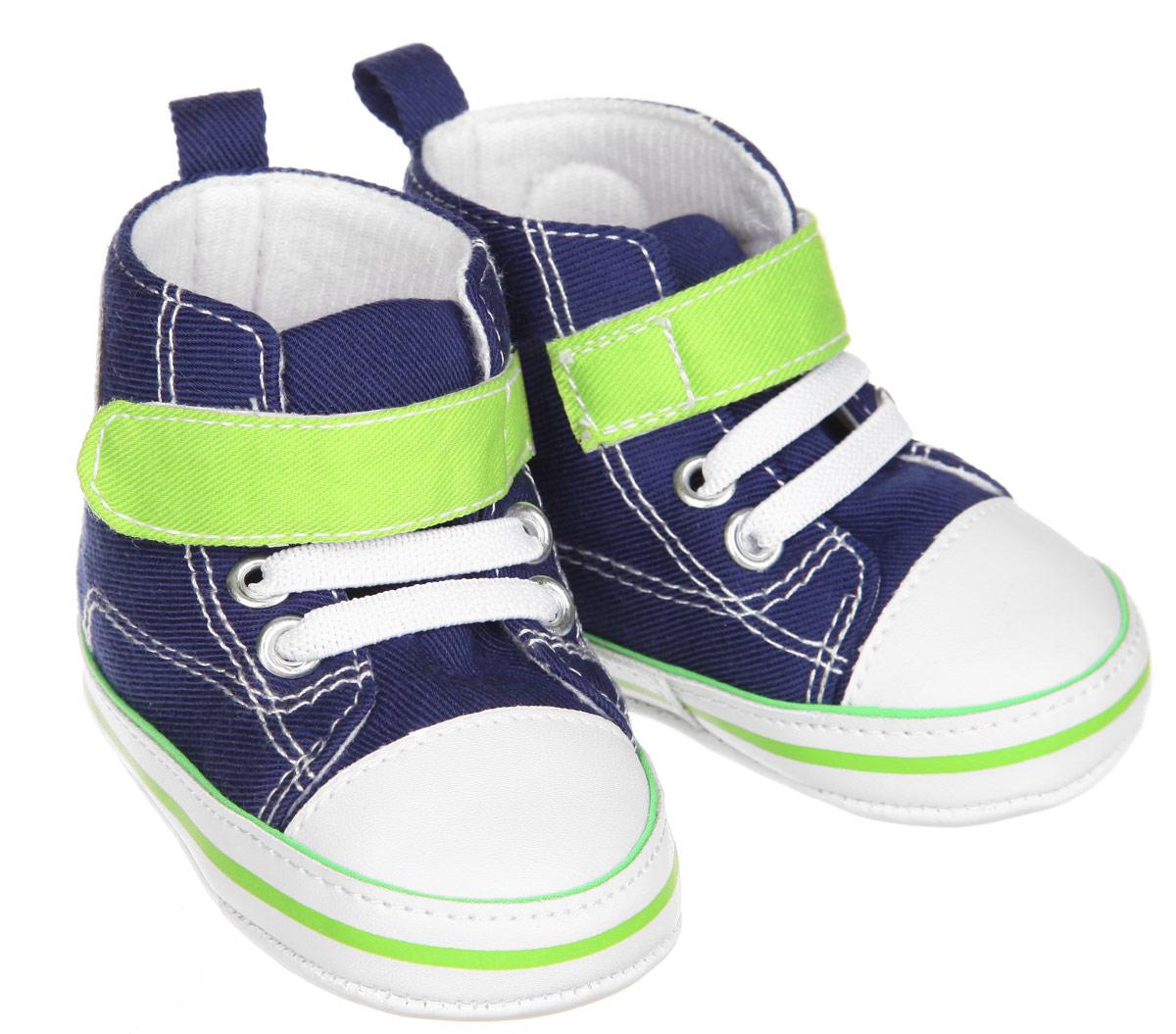 Пинетки для мальчика Luvable Friends Высокие кроссовки, цвет: синий, светло-зеленый, белый. 12030. Размер 0/6 месяцев12030Пинетки для мальчика Luvable Friends, стилизованные под высокие кроссовки, станут отличным дополнением к гардеробу малыша. Изделие выполнено из хлопка и полиэстера.Модель дополнена эластичной шнуровкой и удобным хлястиком на застежке-липучке, которые надежно фиксируют пинетки на ножке ребенка. На стопе предусмотрен прорезиненный рельефный рисунок, благодаря которому ребенок не будет скользить. Изделие оформлено нашивкой с фирменным логотипом.Мягкие, не сдавливающие ножку материалы делают модель практичной и популярной. Такие пинетки - отличное решение для малышей и их родителей!