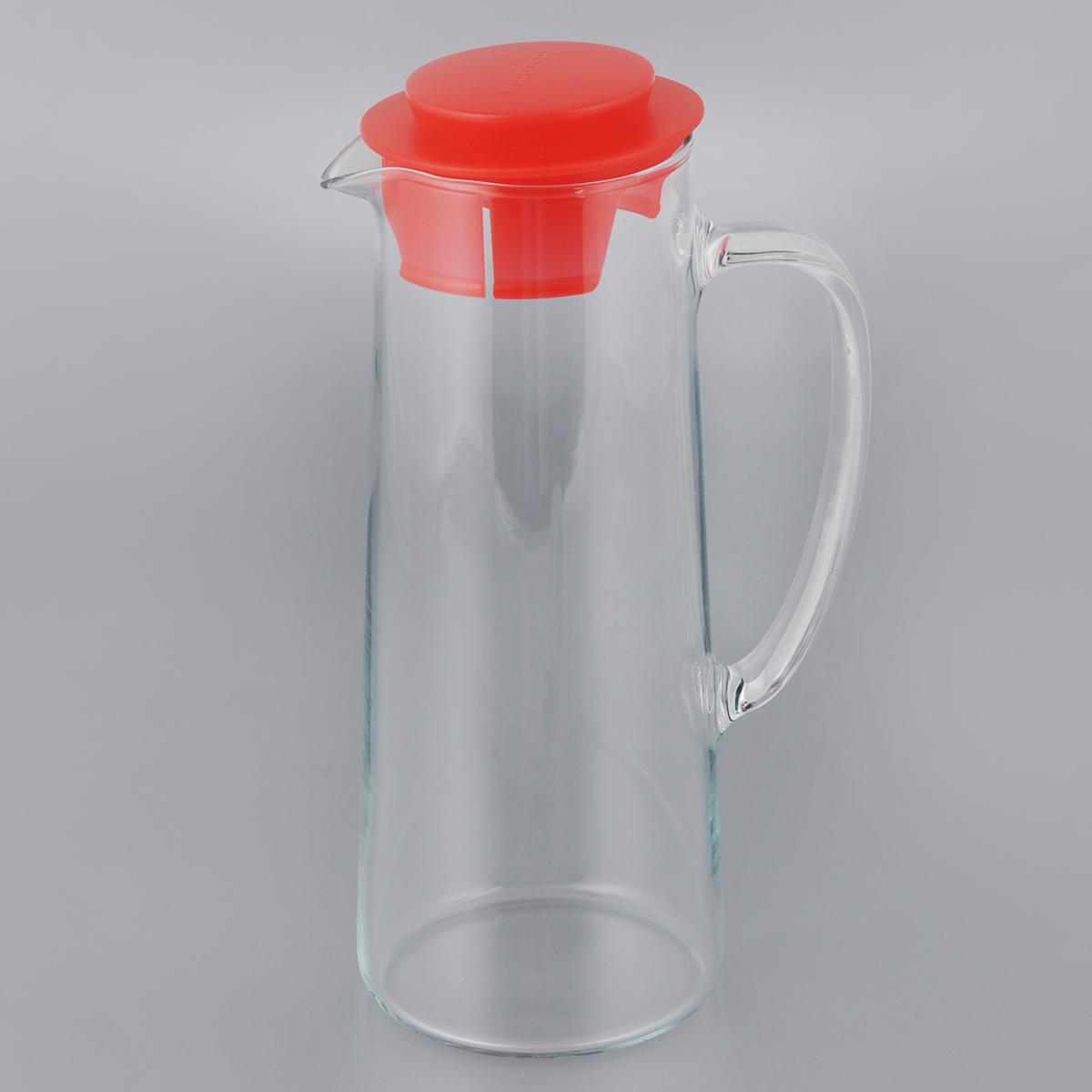 Кувшин для холодильника Tescoma Teo, с крышкой, цвет: прозрачный, красный, 1 л646616_красныйКувшин Tescoma Teo, выполненный из высококачественного прочного стекла, элегантно украсит ваш стол. Кувшин оснащен удобной ручкой и пластиковой крышкой. Он прост в использовании, достаточно просто наклонить его и налить ваш любимый напиток. Форма крышки обеспечивает наливание жидкости без расплескивания. Изделие прекрасно подойдет для холодильника и для подачи на стол воды, сока, компота и других напитков, как горячих так и холодных. Кувшин Tescoma Teo дополнит интерьер вашей кухни и станет замечательным подарком к любому празднику.Можно мыть в посудомоечной машине и использовать на газовых, керамических и электрических плитах.Диаметр (по верхнему краю): 7,5 см.Высота кувшина (с учетом крышки): 24,5 см.