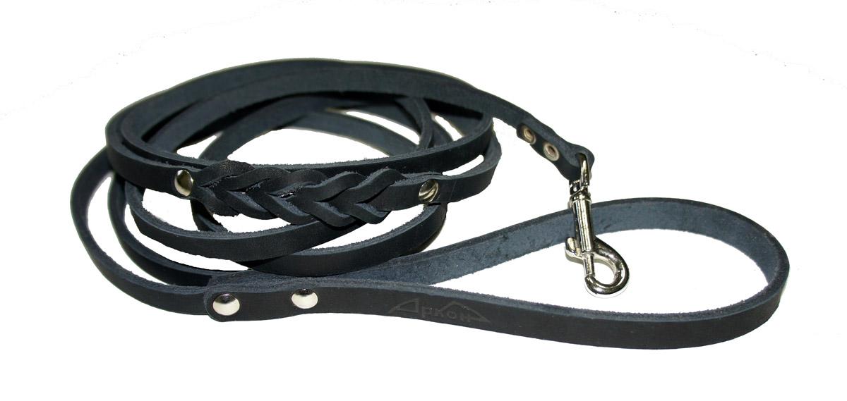 Поводок для собак Аркон Стандарт, цвет: черный, ширина 0,8 см, длина 250 смп8дчПоводок для собак Аркон Стандарт изготовлен из высококачественной натуральной кожи и украшен декором в виде плетения. Карабин выполнен из легкого сверхпрочного сплава. Изделие отличается не только исключительной надежностью и удобством, но и привлекательным современным дизайном.Поводок - необходимый аксессуар для собаки. Ведь в опасных ситуациях именно он способен спасти жизнь вашему любимому питомцу. Иногда нужно ограничивать свободу своего четвероногого друга, чтобы защитить его или себя от неприятностей на прогулке. Длина поводка: 250 см.Ширина поводка: 0,8 см.