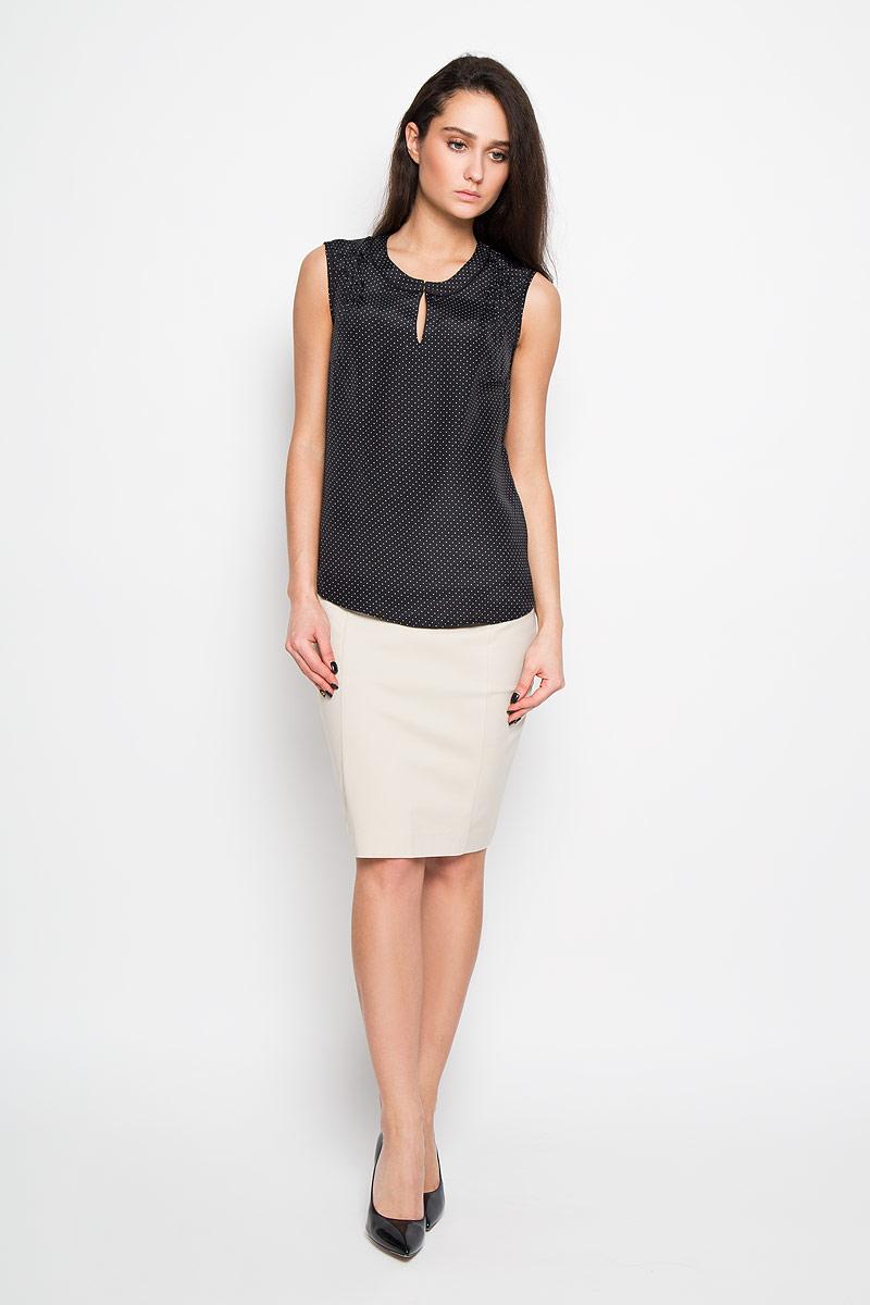 Блузка женская Sela, цвет: черный. Twsl-112/691-6191. Размер 46Twsl-112/691-6191Стильная женская блуза Sela, выполненная из 100% полиэстера, подчеркнет ваш уникальный стиль и поможет создать оригинальный женственный образ.Элегантная блузка без рукавов, с круглым вырезом горловины застегивается на два крючка спереди. Блузка оформлена принтом в мелкий горох и имеет оригинальный вырез горловины. Такая блузка идеально подойдет для жарких летних дней. Такая блузка будет дарить вам комфорт в течение всего дня и послужит замечательным дополнением к вашему гардеробу.