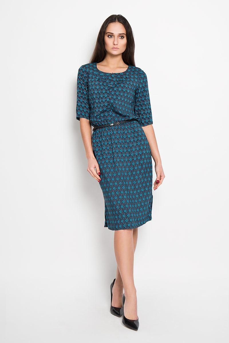 Платье Finn Flare, цвет: темно-синий, бирюзовый, фуксия. B16-12044. Размер XS (42)B16-12044Стильное платье Finn Flare, выполненное из 100%-ой вискозы, приятное на ощупь, не сковывает движения, обеспечивая наибольший комфорт. Модель с круглым вырезом горловины и короткими рукавами, спереди от горловины застегивается на пуговицы. На спинке чуть ниже линии горловины имеется небольшой металлический декоративный элемент с надписью бренда. По линии талии изделие присборено резинкой. Имеется ремешок из искусственной кожи.Это яркое платье станет отличным дополнением к вашему гардеробу!