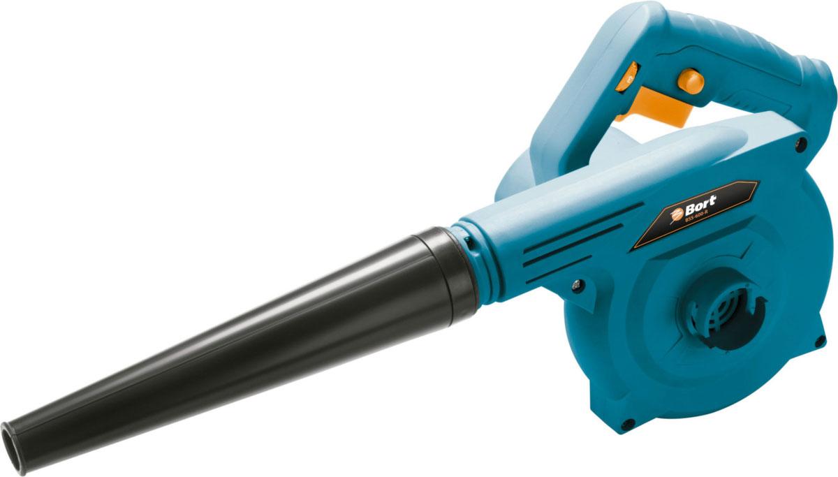 Воздуходувка Bort BSS-600-R, цвет: синий, черный98296815Воздуходувка Bort BSS-600-R – надежный универсальный инструмент, который может помочь при работах в мастерской или на дачном участке. Данная модель может выполнять роль не только воздуходувки, но и быть пылесосом, поэтому спектр выполняемых работ действительно широк: можно сдувать мусор в аккуратные кучи для сбора или собирать мелкий строительный мусор в мешок-мусоросборник. Модель оснащена электрическим двигателем мощностью 600 Вт, который обеспечивает высокую производительность – 4 м3 в минуту. Также, имеется регулировка скорости, с помощью чего легко контролировать ход работы. Благодаря электрическому двигателю, вы можете работать внутри помещения, не опасаясь вредных выхлопов. Еще одна особенность – небольшой вес и эргономичная рукоятка, так что вы не устанете даже при продолжительных работах. В комплекте идет мешок-мусоросборник.
