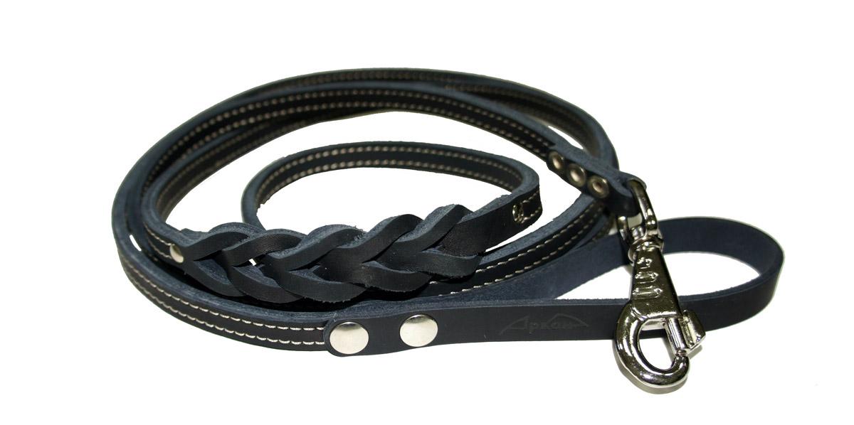 Поводок для собак Аркон Стандарт, цвет: черный, ширина 1,2 см, длина 250 смп12/2дчПоводок для собак Аркон Стандарт изготовлен из высококачественной натуральной кожи и украшен декором в виде плетения. Карабин выполнен из легкого сверхпрочного сплава. Изделие отличается не только исключительной надежностью и удобством, но и привлекательным современным дизайном.Поводок - необходимый аксессуар для собаки. Ведь в опасных ситуациях именно он способен спасти жизнь вашему любимому питомцу. Иногда нужно ограничивать свободу своего четвероногого друга, чтобы защитить его или себя от неприятностей на прогулке. Длина поводка: 250 см.Ширина поводка: 1,2 см.