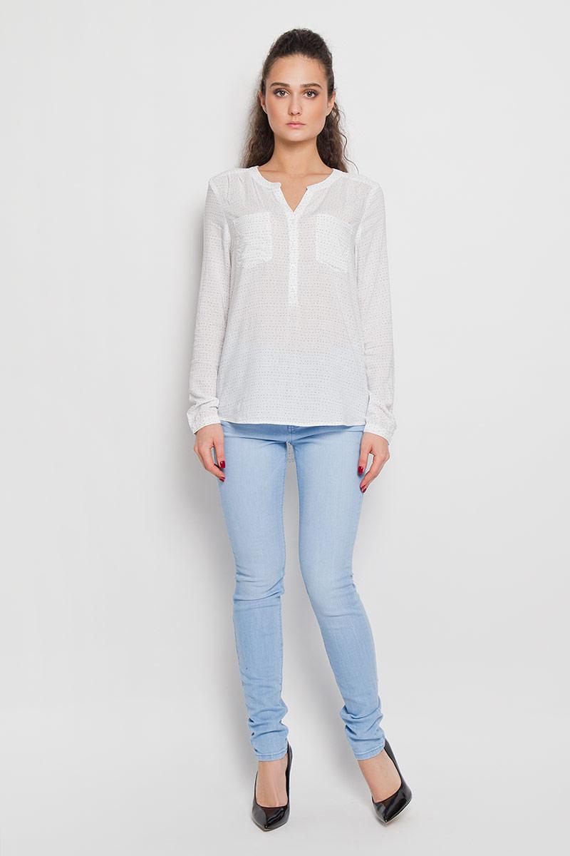 Рубашка женская Tom Tailor Denim, цвет: молочный. 2031139.09.71. Размер S (44)2031139.09.71Стильная женская рубашка Tom Tailor Denim, выполненная из высококачественного материала, - находка для современной женщины, желающей выглядеть стильно и модно. Модель прямого свободного кроя, с полукруглым низом, длинными рукавами застегивается на пуговицы до середины изделия. Края рукавов снабжены манжетами на пуговицах. На груди рубашка дополнена двумя накладными карманами. Такая модель, несомненно, понравится ее обладательнице и послужит отличным дополнением к гардеробу.