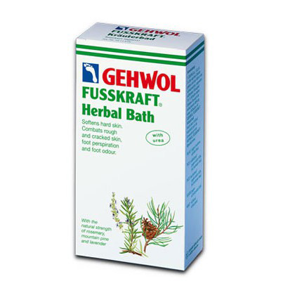 Gehwol Fusskraft Herbal Bath - Травяная ванна для ног 400 гр1*11516Средство Травяная ванна Геволь (Fusskraft Herbal Bath Gehwol) с натуральными ингредиентами из трав и масла горной сосны. Ее основное воздействие направлено на нормализацию процесса потоотделения и продолжительное действие против запаха пота. Ванна также обладает сильными смягчающими свойствами и предназначена для размягчения чрезмерно жёсткой кожи ступней, мозолей, натоптышей, загрубевшей и растрескавшейся кожи ног.Назначение:Эффективно размягчает загрубевшую кожу, натоптыши и мозоли.Обладает дезодорирующим действием и нормализует потоотделение.