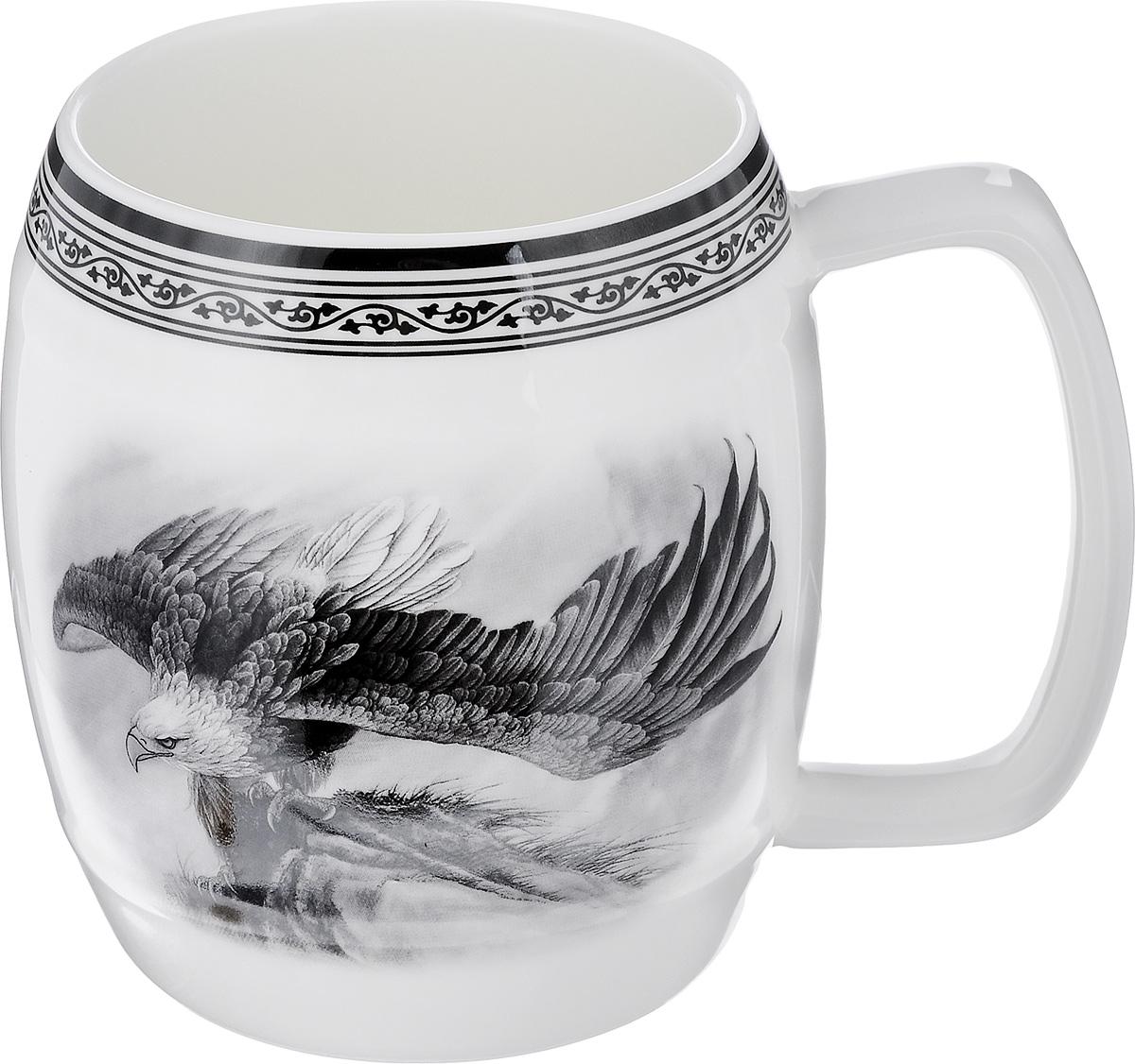 Кружка пивная Elan Gallery Орел, 700 мл530023Большая кружка Elan Gallery Орел, выполненная из керамики, станет оригинальным подарком любимым мужчинам! Идеальна для тех, кто предпочитает большие кружки, и для любителей чая, кофе и пенных напитков. Не рекомендуется применять абразивные моющие средства.Не использовать в микроволновой печи.