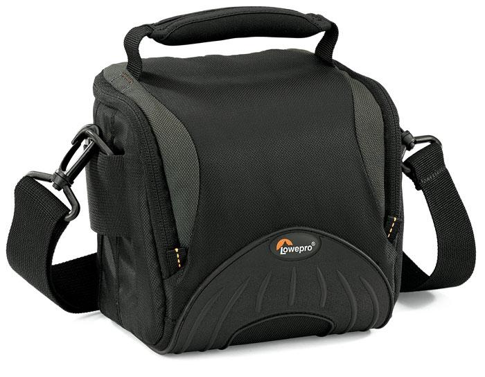 Lowepro Apex 110 AW черный34994Легкая сумка серии Lowepro Apex 110 AW прекрасно подойдет даже для требовательных фотографов. Удобная надежная конструкция с одним отделением подходит для компактной любительской или полупрофессиональной камеры, а также аксессуаров. Внутренняя обшивка из микрофибры защищает ЖК-экраны фотокамер от пыли и царапин. Фирменная технология All Weather Cover защищает от проникновения воды, песка и пыли. Снаружи содержимое сумки предохраняют износостойкий и водонепроницаемый нейлон и вставки из литой резины. Емкость сумки можно увеличить, пристегивая дополнительные сумки с креплением SlipLock.Ручка для переноскиПлечевой ременьДождевик