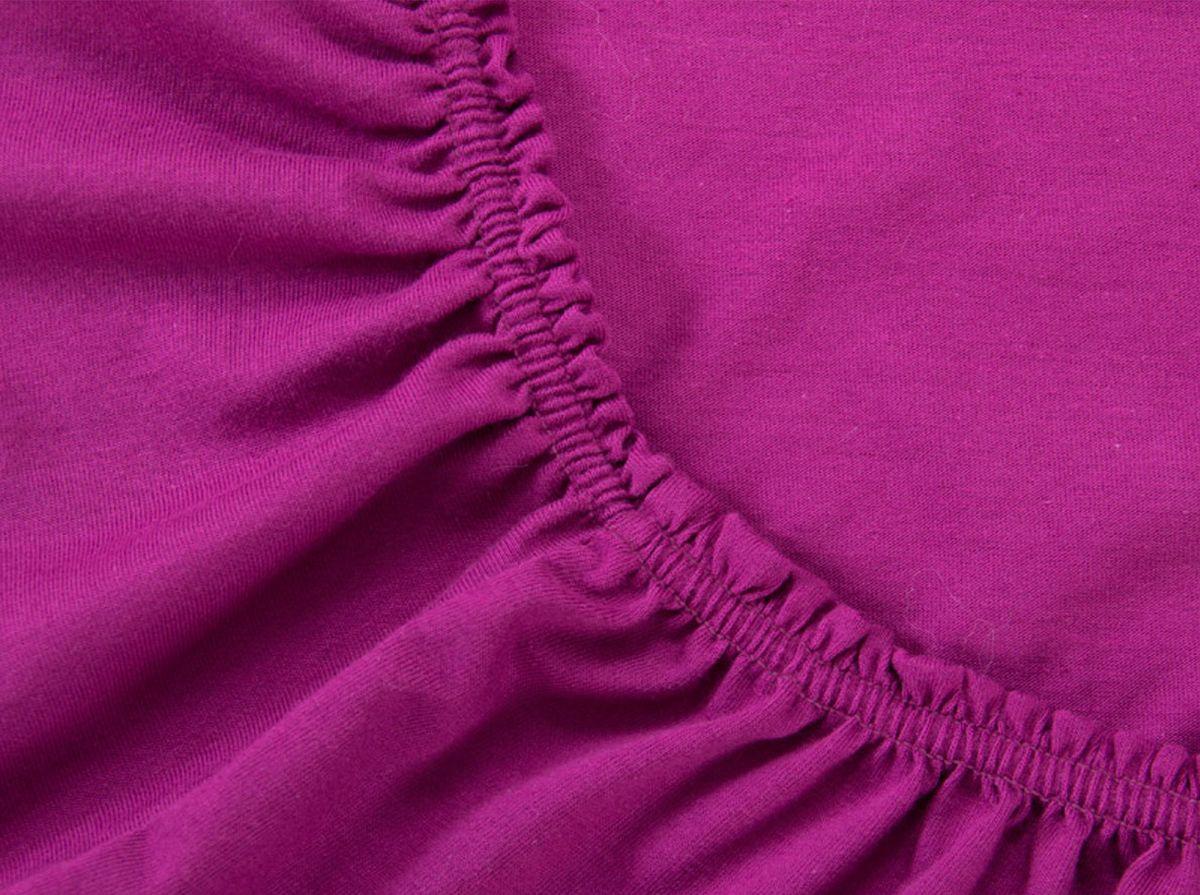 Простыня на резинке Хлопковый Край, цвет: фиолетовый, 120 х 200 см120тр-ПнРПростыня на резинке Хлопковый Край изготовлена из натурального хлопка. Она обладает высокой плотностью, необычайной мягкостью и шелковистостью. Простыня из такого материала выдержит большое количество стирок и не потеряет цвет. Простыня прошита резинкой по всему периметру, что обеспечивает более комфортный отдых, так как она прочно удерживается на матрасе и избавляет от необходимости часто поправлять простыню. Простыня на резинке Хлопковый Край абсолютно безопасна для самых маленьких членов семьи.Выбрав простыню нужной вам расцветки, вы можете легко комбинировать ее с различным постельным бельем.Подходит для матрасов высотой до 25 см.