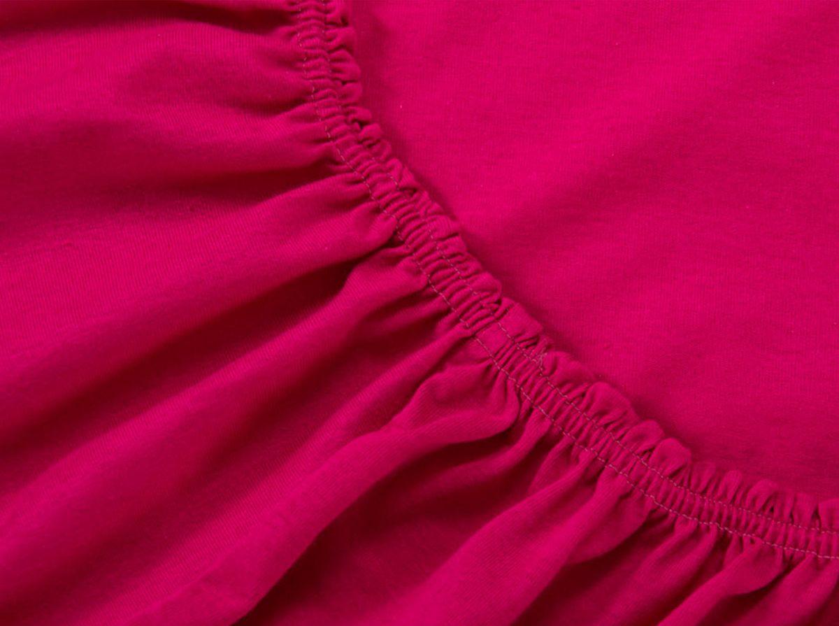Простыня на резинке Хлопковый Край, цвет: бордо, 120 х 200 см8030115823Простыня на резинке Хлопковый Край изготовлена из натурального хлопка. Она обладает высокой плотностью, необычайной мягкостью и шелковистостью. Простыня из такого материала выдержит большое количество стирок и не потеряет цвет. Простыня прошита резинкой по всему периметру, что обеспечивает более комфортный отдых, так как она прочно удерживается на матрасе и избавляет от необходимости часто поправлять простыню. Простыня на резинке Хлопковый Край абсолютно безопасна для самых маленьких членов семьи.Выбрав простыню нужной вам расцветки, вы можете легко комбинировать ее с различным постельным бельем.Подходит для матрасов высотой до 25 см.