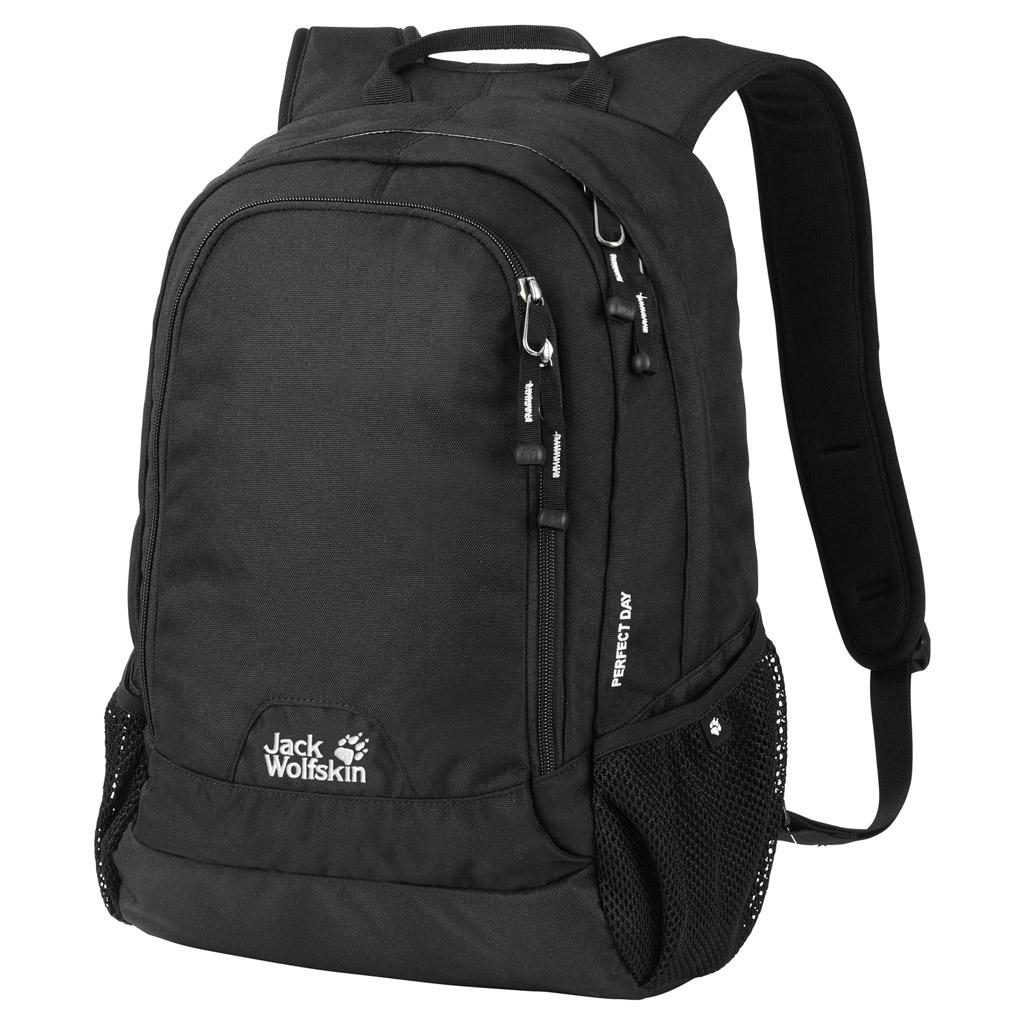 Рюкзак Jack Wolfskin Perfect Day, цвет: черный. 24040-600024040-6000Удобный классический рюкзак Jack Wolfskin выполнен из прочного износостойкого текстиля. Городской рюкзак подходит не только для коротких прогулок, но и для работы или учебы. Удобная система подвески Snuggle Up, широкие плечевые ремни для удобства и комфорта. Смягчающие подушки на плечевых ремнях для оптимального распределения веса между плечами и частью спины ниже шеи. В основном отделении, широко открывающимся по кругу, разместятся документы формата А4 и книги, а мелкие предметы от флеш-карты до ручки удобно разложить в переднем кармане.