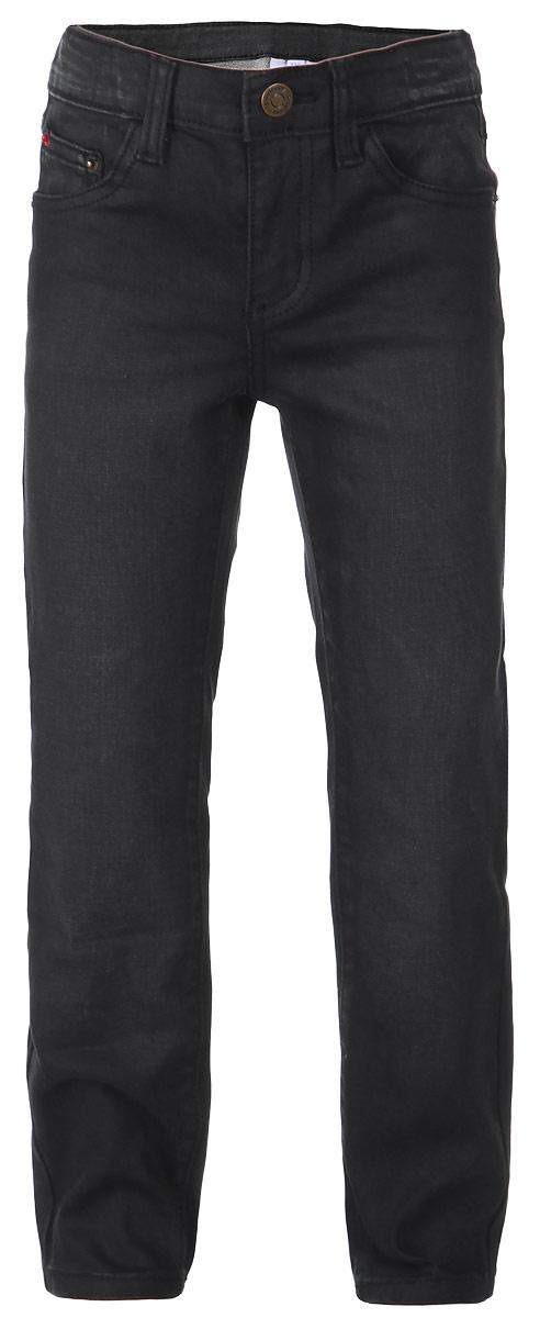 Джинсы для мальчика PlayToday, цвет: черный. 161061. Размер 110, 5 лет161061Стильные джинсы для мальчика PlayToday идеально подойдут вашему малышу. Изготовленные из эластичного хлопка с добавлением полиэстера, они необычайно мягкие и приятные на ощупь, великолепно отводят влагу от тела, не сковывают движения малыша и позволяют коже дышать, не раздражают даже самую нежную и чувствительную кожу ребенка, обеспечивая ему наибольший комфорт. Классические джинсы прямого покроя с легким эффектом потертости. Модель застегивается на ширинку на застежке-молнии и пуговицу на поясе, имеются шлевки для ремня. Модель имеет пятикарманный крой: спереди - два втачных кармана и один маленький накладной, а сзади - два накладных. Оригинальный современный дизайн и модная расцветка делают эти джинсы модным и стильным предметом детского гардероба. В них ваш маленький модник всегда будет в центре внимания!