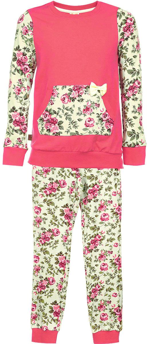 Пижама для девочки KitFox, цвет: коралловый, желтый, зеленый. AW15-UAT-GST-152. Размер 92/98AW15-UAT-GST-152Пижама для девочки KitFox, состоящая из футболки с длинным рукавом и брюк, идеально подойдет вашему ребенку. Пижама выполнена из хлопка c добавлением эластана, она очень мягкая и приятная на ощупь, не сковывает движения и позволяет коже дышать, не раздражает даже самую нежную и чувствительную кожу ребенка, обеспечивая ему наибольший комфорт. Футболка с длинными рукавами и круглым вырезом горловиныоформлена оригинальным цветочным принтом и дополнена нашивным карманом-кенгуру, декорированным атласным бантом. Вырез горловины и манжеты на рукавах дополнены трикотажными эластичными резинками.Брюки на талии имеют эластичную резинку и текстильный шнурок, благодаря чему они не сдавливают животик ребенка и не сползают. Модель оформлена нежным цветочным принтом.Пижама станет отличным дополнением к детскому гардеробу. В ней ваш ребенок будет чувствовать себя комфортно и уютно во время сна.