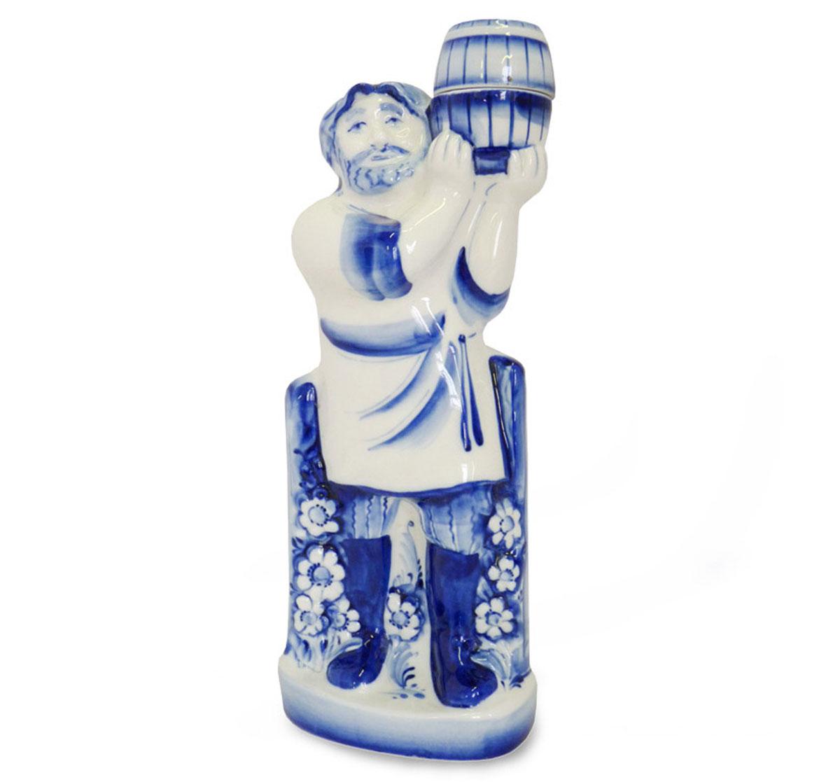 Штоф Пасечник, цвет: белый, синий, 1 л993100302Штоф Пасечник изготовлен из высококачественной керамики и предназначен для подачи виски или бренди. Изделие выполнено в виде мужчины с бочонком на плече и оформлено оригинальной росписью в технике гжель.Штоф Пасечник прекрасно оформит интерьер кабинета или гостиной, а также станет прекрасным украшением стола. Уважаемые клиенты! Обращаем ваше внимание, что роспись на изделие сделана вручную. Рисунок может немного отличаться от изображения на фотографии. Высота (с учетом крышки): 30 см. Размер штофа без учета крышки: 12 х 9 х 29 см. Диаметр горлышка: 1,7 см.
