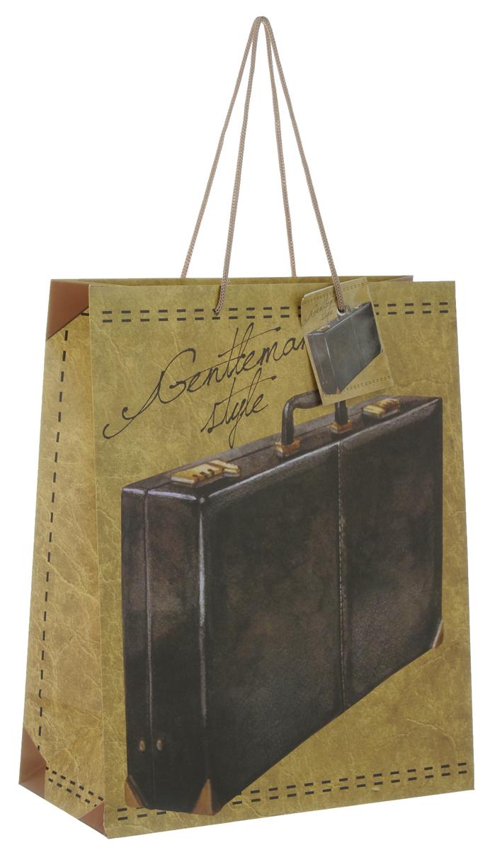 Пакет подарочный Феникс-Презент Дипломат, 26 х 12,7 х 32,4 см39664Подарочный пакет Феникс-Презент Дипломат, изготовленный из плотной бумаги, станет незаменимым дополнением к выбранному подарку. Дно изделия укреплено картоном, который позволяет сохранить форму пакета и исключает возможность деформации дна под тяжестью подарка. Пакет выполнен с глянцевой ламинацией, что придает ему прочность, а изображению - яркость и насыщенность цветов. Для удобной переноски на пакете имеются две ручки из шнурков.Подарок, преподнесенный в оригинальной упаковке, всегда будет самым эффектным и запоминающимся. Окружите близких людей вниманием и заботой, вручив презент в нарядном, праздничном оформлении.Плотность бумаги: 140 г/м2.