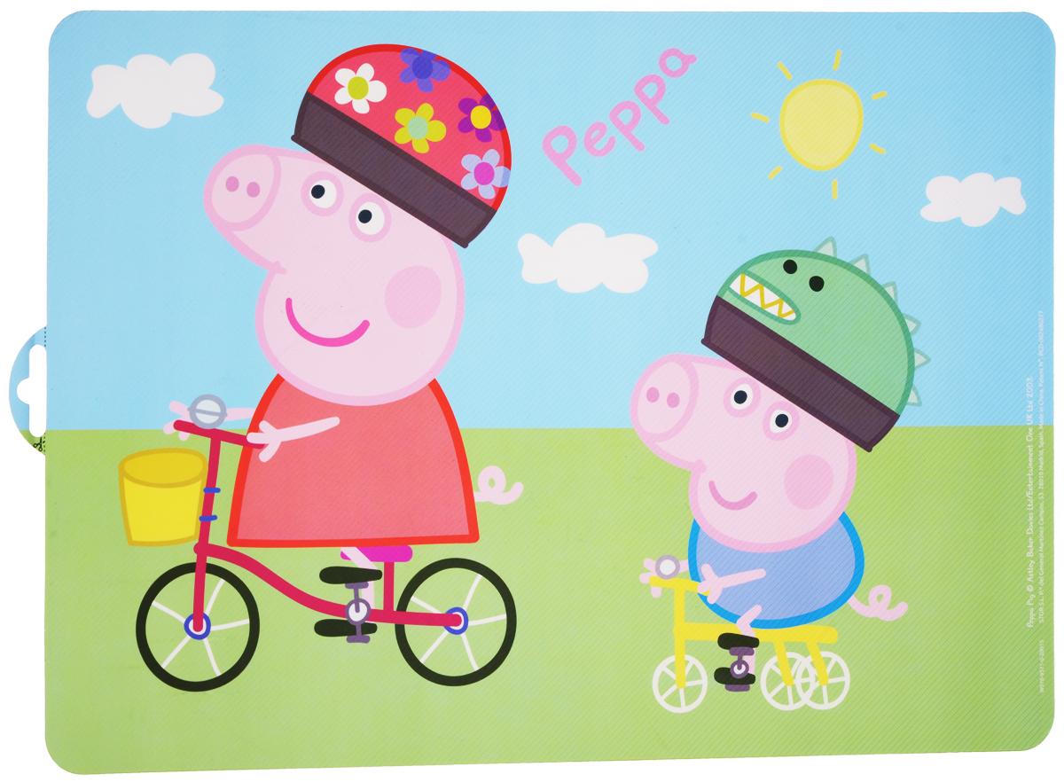 Peppa Pig Салфетка под горячее Пеппа и Джордж48619Салфетка под горячее Peppa Pig Пеппа и Джордж не только украсит стол, но и защитит его от различных повреждений.Она выполнена из плотного материала и красочно оформлена изображением героев популярного мультфильма Peppa Pig - свинкой Пеппой и ее младшим братом Джорджом, катающимися на велосипедах. Салфетку можно использовать как под посуду, так и просто для украшения интерьера.Не использовать в СВЧ-печах и посудомоечных машинах.