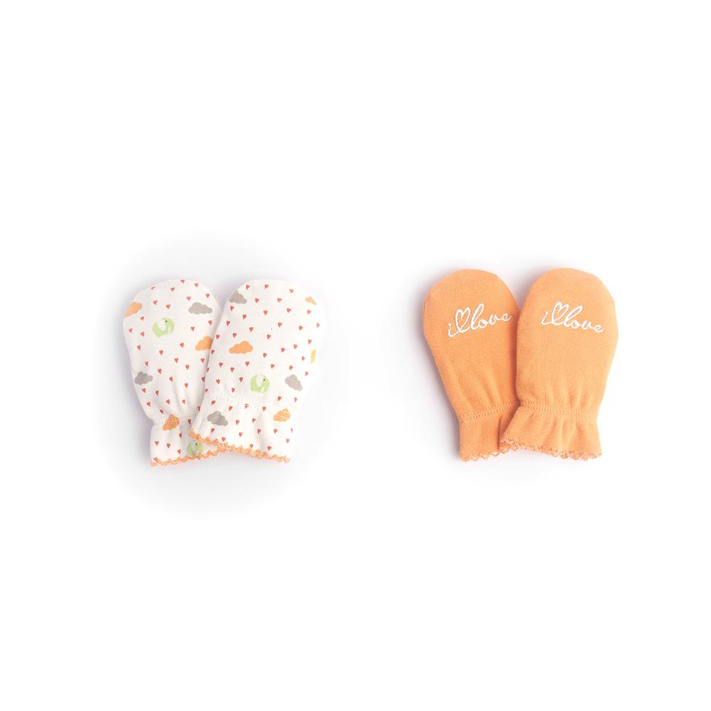 Рукавички для новорожденного Babydays It Rains Love, цвет: белый, оранжевый, 2 пары. bd20030. Размер универсальный, 0-6 месяцев0506-100 IRL_оранжевый_0-6 месРукавички для новорожденного Babydays из коллекции It Rains Love обеспечат вашему ребенку комфорт во время сна и бодрствования, предохраняя нежную кожу от царапин. Плотный трикотажный материал (195 г/м) делает изделие качественным, прочным и износостойким. Для большего удобства на запястьях рукавички дополнены эластичными резинками, не пережимающими кожу малыша.В комплект входят две пары рукавичек в разным оформлением.Рукавички сделают сон вашего ребенка спокойным и безопасным.