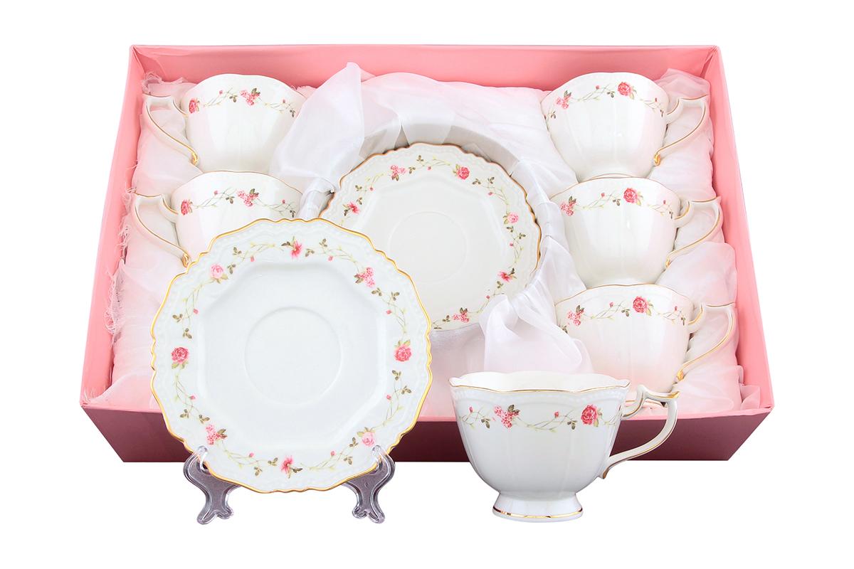 Набор чайный Elan Gallery Нежные розы, 12 предметов801143Чайный набор Elan Gallery Нежные розы состоит из 6 чашек и 6 блюдец. Изделия, выполненные извысококачественной керамики, имеют элегантныйдизайн и классическую круглую форму.Такой набор прекрасно подойдет как для повседневного использования, так и дляпраздников. Чайный набор Elan Gallery Нежные розы - это не только яркий и полезный подарок для родных иблизких, а также великолепное дизайнерское решение для вашей кухни илистоловой. Не использовать в микроволновой печи.Объем чашки: 275 мл. Диаметр чашки (по верхнему краю): 10 см. Высота чашки: 7,5 см.Диаметр блюдца (по верхнему краю): 15,5 см.Высота блюдца: 1,5 см.