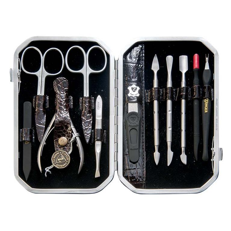 Zinger Маникюрный набор профессиональный (11 предметов) zMSFE 802-SM42435Ман. набор 11 предметов (ножницы кутикульные, ножницы ногтевые, кусачки маникюрные, пилка алмазная, металлический двусторонний шабер 1, металлический двусторонний шабер 2, металлический двусторонний шабер 3, пластиковый шабер 1, пластиковый шабер 2, пинцет, триммер) чехол натуральная кожа. Цвет инструментов - матовое серебро. Оригинальная фирменная коробка +подарок
