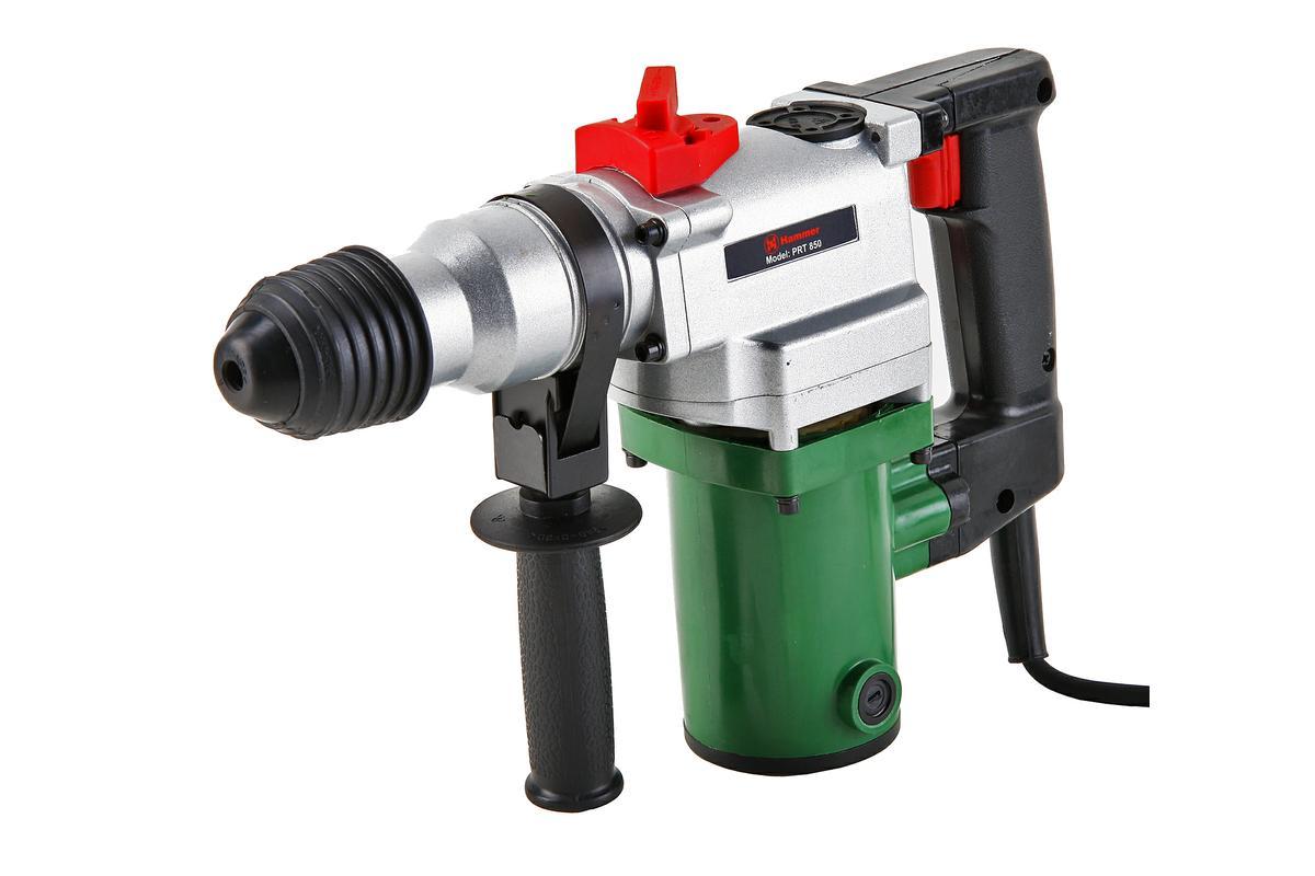 Перфоратор Hammer Flex PRT85012603Перфоратор Hammer Flex PRT850 - надежный трехрежимный перфоратор для домашних работ. Предназначен для выдалбливания отверстий в камне, кирпиче и бетоне, а также сверления металла и дерева. Двигатель на 850 Вт и сила удара в 2,8 Дж позволяют быстро справиться с работой. Продуманная конструкция обеспечивает комфорт и безопасность оператора. Металлический корпус редуктора придает инструменту повышенную прочность и предупреждает перегрев двигателя. Модель снабжена блокировкой кнопки включения. Пусковой курок фиксируется во включенном положении для продолжительной непрерывной работы. Предохранительная муфта срабатывает при заклинивании бура и защищает оператора от получения травмы. С помощью быстрозажимного патрона SDS+ замена оснастки производится без использования дополнительных инструментов.