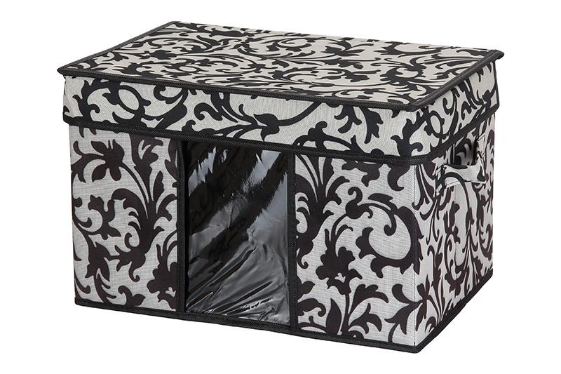 Кофр для хранения El Casa Узор на серебре, складной, 40 х 25 х 25 см840093Компактный складной кофр El Casa Узор на серебре изготовлен из высококачественного полиэстера, который обеспечивает естественную вентиляцию, позволяя воздуху проникать внутрь, но не пропуская пыль. Стенки из плотного картона хорошо держат форму, а специальная вставка служит для уплотнения дна или регулирования главного отделения. Кофр оснащен 2 удобными ручками, которые позволяют использовать его в качестве выдвижного ящика в гардеробе или шкафу. Изделие закрывается откидной крышкой. Прозрачная вставка из ПВХ позволяет легко просматривать содержимое. Оригинальный дизайн сделает вашу гардеробную красивой и невероятно стильной.Размер кофра (в собранном виде): 40 х 25 х 25 см.