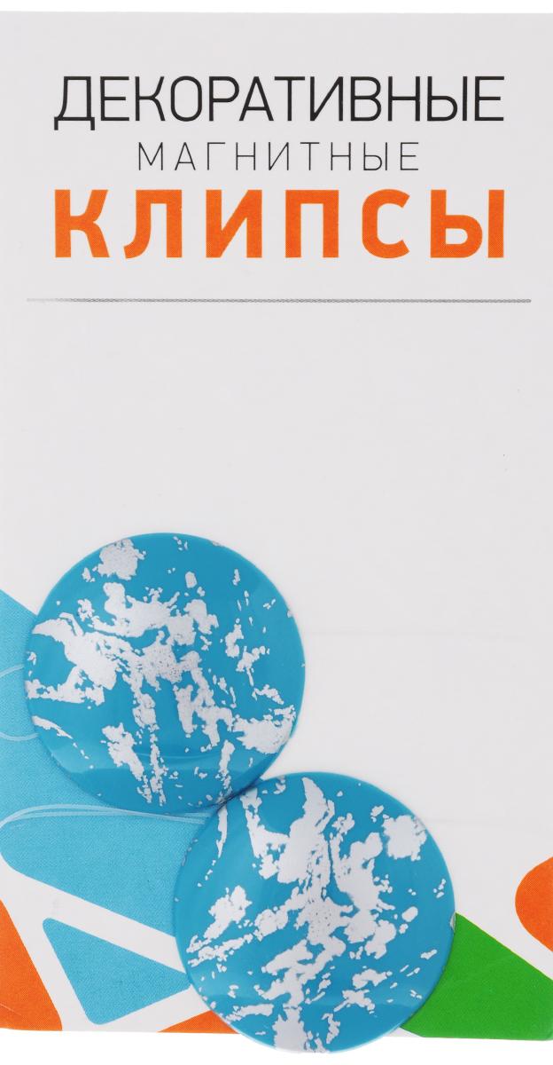 Клипсы магнитные для штор SmolTtx Размытие, с леской, цвет: голубой, серебристый, длина 33,5 см, 2 шт902901672Магнитные клипсы SmolTtx Размытиепредназначены для придания формы шторам. Изделиепредставляет собой соединенные леской дваэлемента, на внутренней поверхности которыхрасположены магниты. С помощью такой клипсы можно зафиксироватьпортьеры, придать им требуемое положение, сделатьскладки симметричными. Следует отметить, что такие аксессуары для шторвыполняют не только практическую функцию, но такжеявляются одной из основных деталей декора, котораяпридает шторам восхитительный, стильный внешнийвид.Длина клипсы: 33,5 см.Диаметр клипсы: 3,5 см.