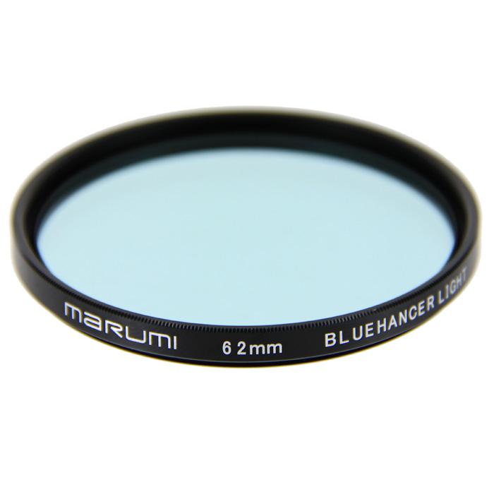 Marumi BlueHancer Light цветоусиливающий фильтр (62 мм)WPC-UVMarumi BlueHancer Light - спектральный цветоусиливающий фильтр, работающий по методу спектрального резонанса. Он сохраняет прежнюю насыщенность цветов, и только тот, на который настроен - усиливает. BlueHancer Light чисто и сочно усиливает цвета синей части спектра. Также полезен в облачный день или при съемке в контровом освещении в студии.