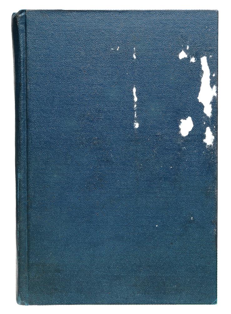 Индия и ЯYM-0824Прижизненное издание.Москва, 1924 год. Издательство Новая Москва.Иллюстрированное издание.Владельческий переплет. Сохранена оригинальная обложка.Сохранность хорошая.Индия и я -книга путевых заметок, в которой автор,немецкий писатель Ганс Гейнц Эверс, известный своими мистическими рассказами иРоманами, стремился передать свои субъективные впечатления. Это стремление в книге явно господствует над стремлением дать объективнуюкартину страны, и многое, что представляло бы для нас большой интерес, прошло мимо этого неутомимого собирателя впечатлений. Несмотря намногие существенные пробелы, эти беглые записи туриста все же отпечатлели наряду со многими характерными явлениями быта и искусстваИндии, частицу подлинного аромата этой страны чудес.