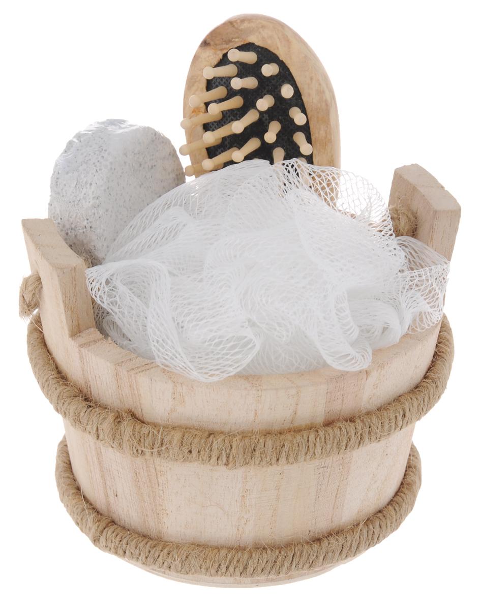 Набор для ванной и бани Феникс-Презент Морская сауна, 4 предмета40635Набор для ванной и бани Феникс-презент Морская сауна включает: - массажная щетка для волос из древесины павловнии, - мочалка для купания из полиэтилена, - пемза для ухода за кожей,- лохань из древесины тополя. Такой мини-набор станет не заменимым и сделает банную процедуру еще более комфортной и расслабляющей. Диаметр мочалки из полиэтилена: 11 см.Размер щетки для волос: 12 х 4 х 2,5 см.Размер лохани: 11 х 9,5 х 8,8 см.Размер пемзы: 9,5 х 4,5 х 1,6 см.