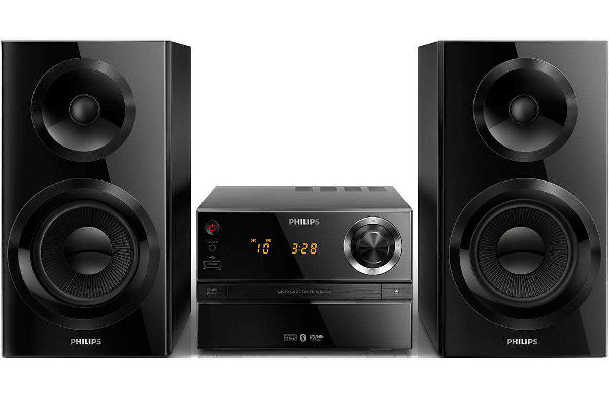 Philips BTM2360/12 микросистемаBTM2360/12Слушайте музыку в цифровом формате со смартфона через Bluetooth, а также с MP3-CD и CD-R/RW, с помощью микросистемы Philips BTM2360/12. Акустическая система Bass Reflex обеспечивает насыщенные басы, а максимальная выходная мощность 70 Вт делает звук по-настоящему ярким.Bluetooth — надежная и энергоэффективная технология беспроводной связи малого радиуса действия, которая позволяет с легкостью подключать iPod/iPhone/iPad и другие Bluetooth-устройства, например смартфоны, планшетные компьютеры и ноутбуки. Теперь вы сможете без проводов воспроизводить на этой акустической системе любимую музыку и звук во время игр или просмотра видео. Аудиовход позволяет воспроизводить файлы через аудиоразъем напрямую с портативных медиаплееров. Помимо возможности наслаждаться любимой музыкой в великолепном качестве на аудиосистеме, подключение через аудиовход еще и невероятно удобно — портативный MP3-плеер можно легко подсоединить через аудиоразъем.Акустическая система Bass Reflex обеспечивает глубокое звучание басов, несмотря на компактный корпус. Ее отличие от обычных систем заключается в использовании фазоинвертора, который акустически настроен под НЧ-излучатель для оптимизации воспроизведения низких частот. Результат — лучший контроль басов и уменьшение искажений.Цифровой тюнер с предустановками для дополнительного удобства. Просто настройте необходимую станцию, а затем нажмите и удерживайте кнопку Preset (Предустановка), чтобы сохранить частоту. Благодаря функции сохранения предустановленных радиостанций можно быстро получить доступ к любимой радиостанции, не настраивая ее вручную каждый раз. Функция Digital Sound Control (Цифровое управление звуком) позволяет выбрать один из предварительно настроенных режимов: Jazz, Rock, Pop или Classic для оптимизации звучания под конкретные жанры музыки. Каждый режим использует графическую технологию выравнивания звука для автоматической настройки звукового баланса и подчеркивания звуковых частот, наиб