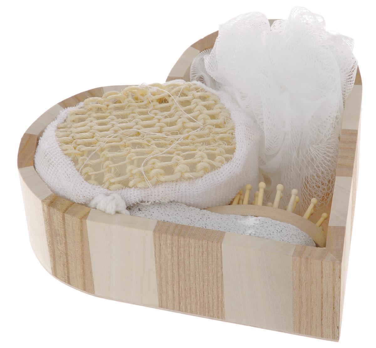 Набор для ванной и бани Феникс-презент Романтика, 5 предметов40634Набор для ванной и бани Феникс-презент Романтика включает: - мочалка для купания из полиэтилена, - расческа из древесины павловнии,- пемза для ухода за кожей,- мочалка для купания из сизаля, - лохань из древесины тополя в форме сердца. Такой мини-набор пригодится в любой бане и сделает банную процедуру еще более комфортной и расслабляющей. Диаметр мочалки: 11 см. Размер расчески: 12 х 4 х 3 см. Размер пемзы: 9,5 х 4,5 х 2 см.Размер мочалки из сизаля: 10 х 8 х 5 см.Размер лохани: 17,5 х 18 х 5 см.