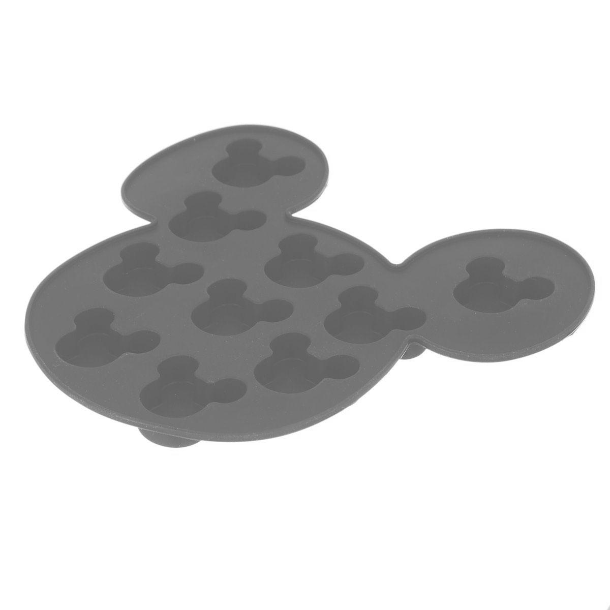 Форма для льда Disney Микки Маус, цвет: серый, 10 ячеек61132_серыйФорма Disney Микки Маус выполнена из высококачественного пищевого силикона и предназначена для изготовления шоколада, конфет, мармелада, желе, льда и выпечки. На одном листе расположено 10 ячеек в виде мордочек Микки Мауса. Благодаря тому, что форма изготовлена из силикона, готовый десерт вынимать легко и просто. Силиконовые формы выдерживают высокие и низкие температуры (от -40°С до +230°С). Они эластичны, износостойки, легко моются, не горят и не тлеют, не впитывают запахи, не оставляют пятен. Силикон абсолютно безвреден для здоровья. Чтобы достать льдинки, эту форму не нужно держать под теплой водой или использовать нож. Можно использовать в микроволновой печи, мыть в посудомоечной машине и хранить в холодильнике.Упаковка содержит описание рецептов ягодного льда и шоколадных конфет.Общий размер формы: 16 х 15 х 1,5 см. Количество ячеек: 10 шт.Размер ячеек: 3 х 2,5 х 1 см.