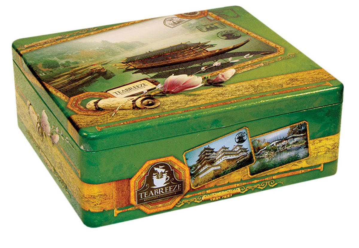 Teabreeze Япония, Китай подарочный чайный набор с чашкой, 100 г4620009890578В состав подарочного набора Teabreeze Япония, Китай входят:Чай Настоящий Ганпаудер:Это зеленый чай с особой структурой высушенного листа. Для него выбирается только флеш - верхние листья с почкой. Ганпаудер, а именно так называют сухой чайный лист, свернутый в шарик, получил свое название в начале 19 века благодаря сходству с пороховым зарядом для ружья. Кроме того, в этом названии отражен и взрывной характер этого чая: при заваривании лист раскрывается полностью и очень быстро. Эти свойства Ганпаудер приобретает в процессе производства. Свежесобранный лист сначала провяливают на свежем воздухе, затем прокатывают паром и только после этого сворачивают в шарики и сушат. Благодаря подобной обработке чайный лист дольше сохраняет свои полезные качества и остается неповрежденным. Такой технологический процесс обеспечивает насыщенный терпкий вкус и придает напитку из этого чая неповторимый сладкий аромат с запахом дыма и сухофруктов. Жасминовый чай:Зеленый чай с нераспустившимися бутонами жасмина — это изысканный напиток Востока, который будет понятен даже самому неискушенному жителю Запада. Его сладковатый вкус и тонкий аромат не оставят равнодушными никого. Жасминовый чай прекрасно подойдет для первого знакомства с зеленым чаем, привнеся радость от этой встречи каждому человеку. Для Жасминового чая отбирается только лучший зеленый байховый чай весеннего сбора, к которому добавляются нераспустившиеся бутоны жасмина, собранные ранним утром. Получившуюся смесь высушивают вместе. После такой просушки получается напиток, источающий легкий цветочный аромат, создающий уникальный вкус, который запомнится надолго.