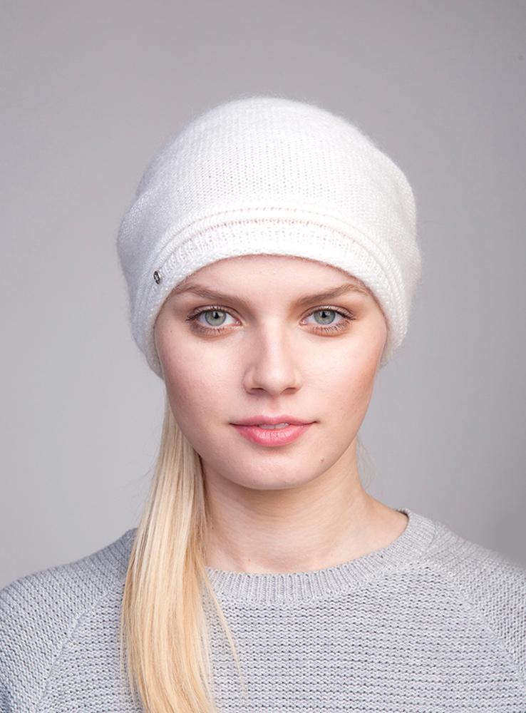Шапка женская Canoe Nica, цвет: белый. 3444580. Размер 56/583444580Стильная женская шапка Canoe Nica отлично дополнит ваш образ в холодную погоду. Сочетание мохера, полиамида и вискозы максимально сохраняет тепло и обеспечивает удобную посадку. Удлиненная шапка с эффектом необработанного края украшена металлической эмблемой с логотипом производителя. Такая модель комфортна и приятна на ощупь, она великолепно подчеркнет ваш вкус.Такая шапка станет отличным дополнением к вашему осеннему или зимнему гардеробу, в ней вам будет уютно и тепло!