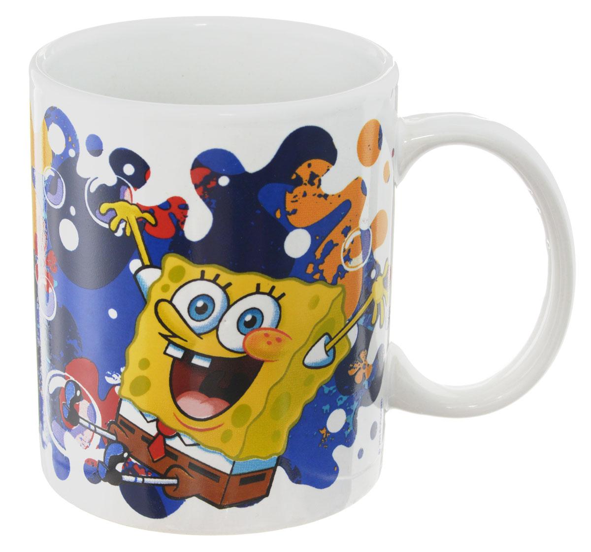 Губка Боб Кружка детская Океан счастья 330 млSBM330-3Детская кружка Губка Боб Океан счастья с любимыми героями станет отличным подарком для вашего ребенка. Она выполнена из керамики и оформлена изображением героев мультсериала Губка Боб.Кружка дополнена удобной ручкой. Такой подарок станет не только приятным, но и практичным сувениром: кружка будет незаменимым атрибутом чаепития, а оригинальное оформление кружки добавит ярких эмоций и хорошего настроения.Можно использовать в СВЧ-печи и посудомоечной машине.