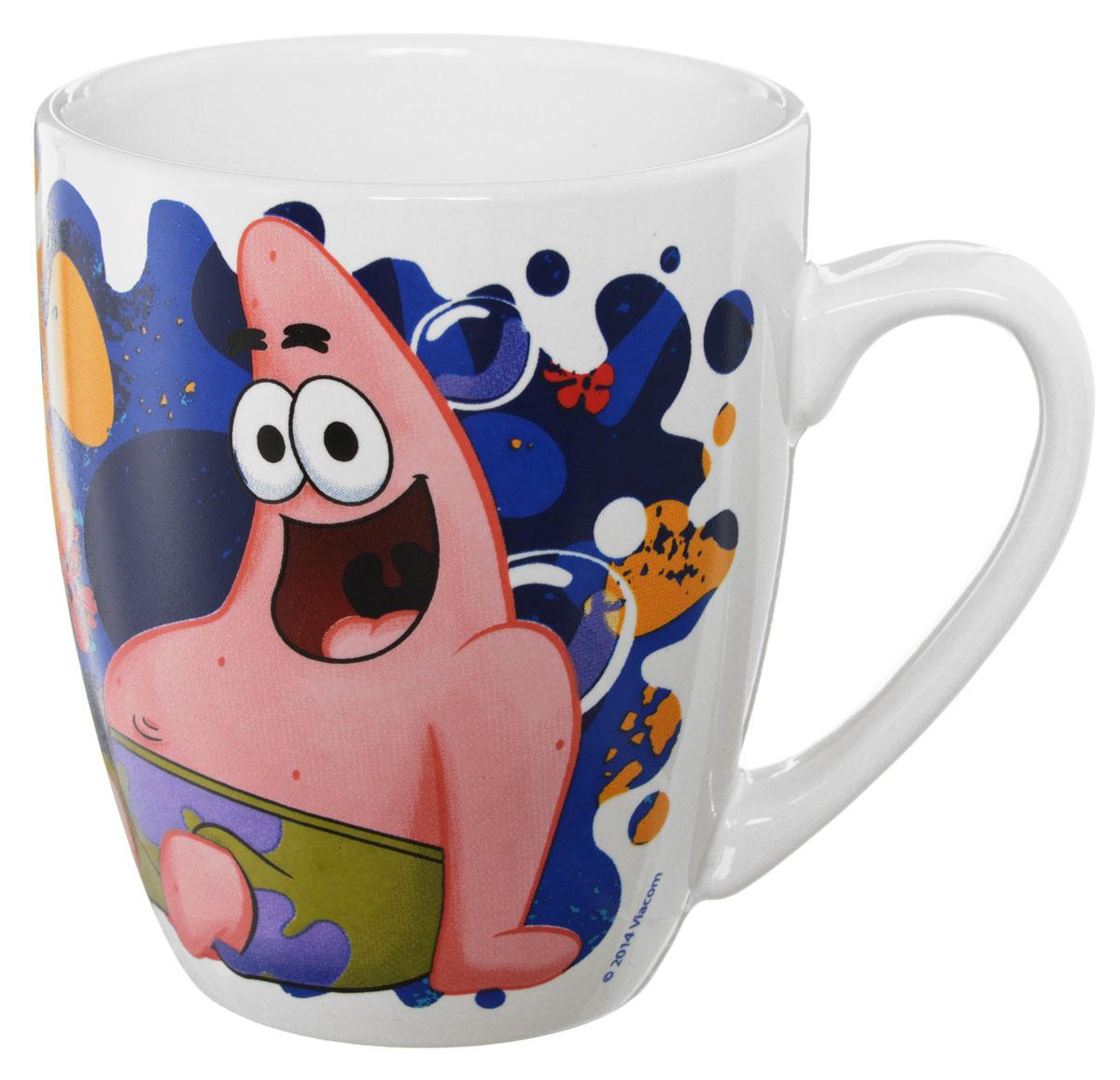 Губка Боб Кружка детская Океан счастья 350 млSBM350-3Детская кружка Губка Боб Океан счастья с любимыми героями станет отличным подарком для вашего ребенка. Она выполнена из керамики и оформлена изображением героев мультсериала Губка Боб.Кружка дополнена удобной ручкой. Такой подарок станет не только приятным, но и практичным сувениром: кружка будет незаменимым атрибутом чаепития, а оригинальное оформление кружки добавит ярких эмоций и хорошего настроения.Можно использовать в СВЧ-печи и посудомоечной машине.