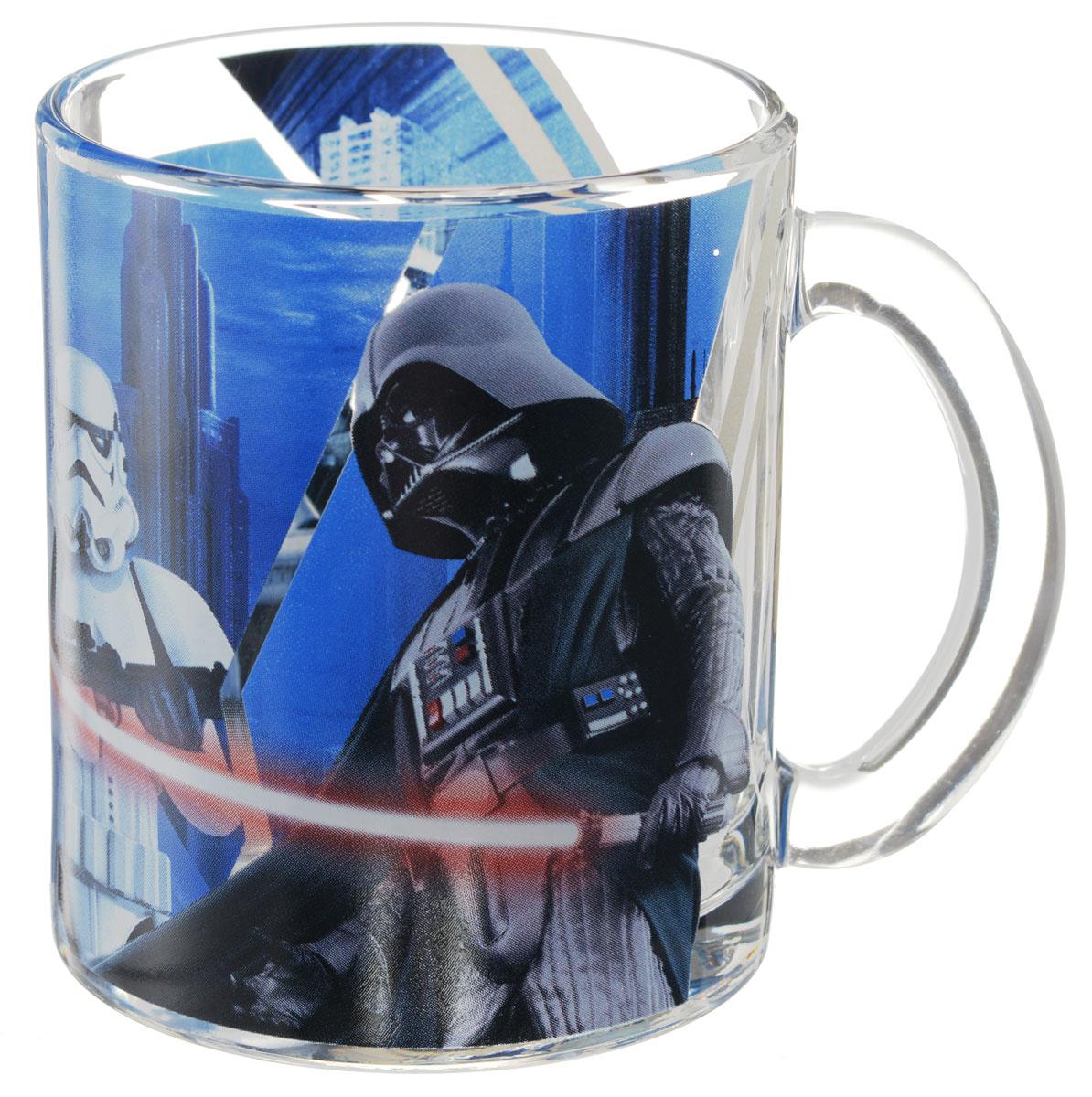 """Детская кружка Star Wars """"Дарт Вейдер и штурмовики"""" с любимыми героями станет отличным подарком для вашего ребенка. Она выполнена из стекла и оформлена изображением героев киновселенной """"Звездные войны"""".  Кружка дополнена удобной ручкой.  Такой подарок станет не только приятным, но и практичным сувениром: кружка будет незаменимым атрибутом чаепития, а оригинальное оформление кружки добавит ярких эмоций и хорошего настроения. Можно использовать в посудомоечной машине."""