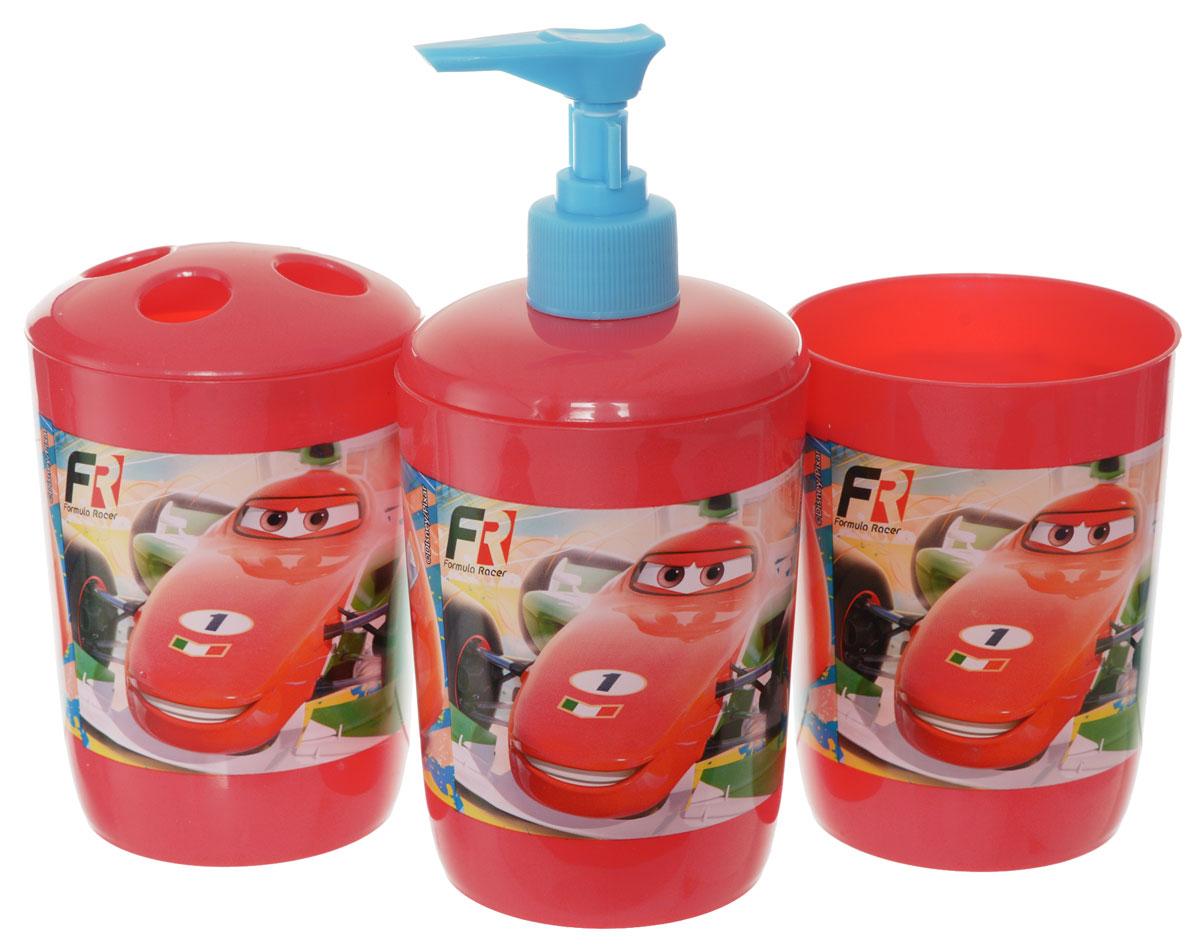 """Набор для ванной Disney """"Тачки"""", выполненный из высококачественного полипропилена, состоит из дозатора для жидкого мыла, стаканчика объемом 340 мл и стакана для зубных щеток с четырьмя отверстиями. Все предметы набора декорированы оригинальными изображениями машин из мультфильма """"Тачки"""". Яркие аксессуары для ванной не только приучают ребенка хранить в порядке банные принадлежности, но и радуют его забавными картинками."""