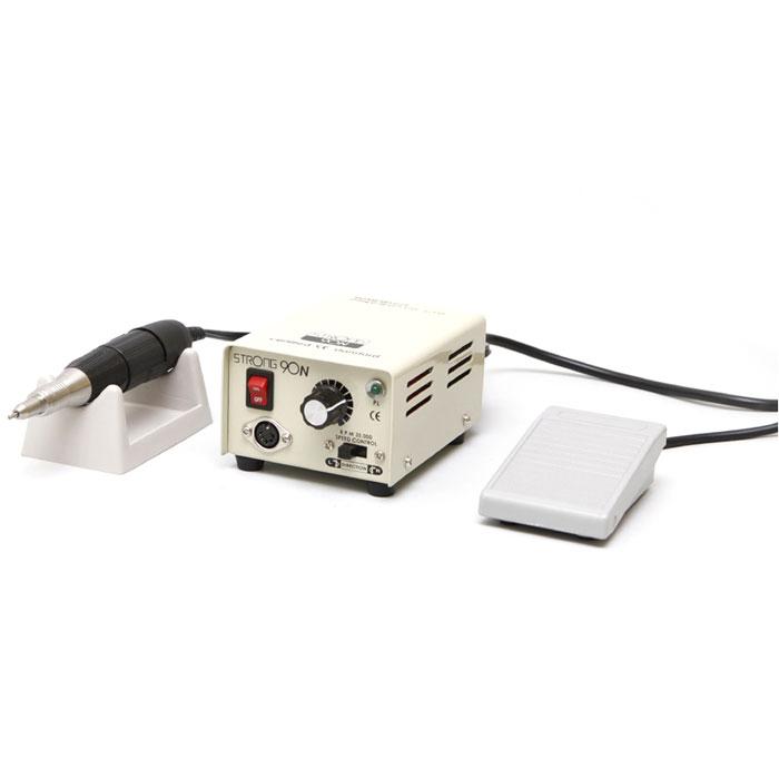 Saeshin Strong 90N/102 аппарат для маникюра и педикюра (с педалью в коробке)770Компактный аппарат для проведения процедур маникюра, педикюра и наращивания ногтей Saeshin Strong 90N/102 имеет надежный зажим, который позволяет оперативно поменять фрезу и гарантирует возможность ее поворота. Мощность аппарата в 64 Ватта и скорость вращения 35000 оборотов в минуту позволяет использовать его для маникюра и педикюра.Наконечник Strong имеет специальный воздухозаборник для охлаждения микромотора. Ручка не нагревается, электромотор может работать в несколько смен без остановки. Конструкция микромотора включает 4 подшипника, не допускающих вибрации фрезы при обработке поверхности ногтевой пластины. Обработанная поверхность становится идеально ровной!Saeshin Strong 90N/102 обладает возможностью вращения в обе стороны, что позволяет использовать фрезы с реверсивной насечкой. Аппарат имеет встроенную функцию отключения при перегрузке, защищающей устройство от выхода из строя.Конструкция маникюрного аппарата и наконечника Saeshin Strong 90N/102 специально разработаны для использования в салонах красоты с большой проходимостью и рассчитаны на работу по 12 часов и более. В комплект поставки входит педаль вкл / выкл.