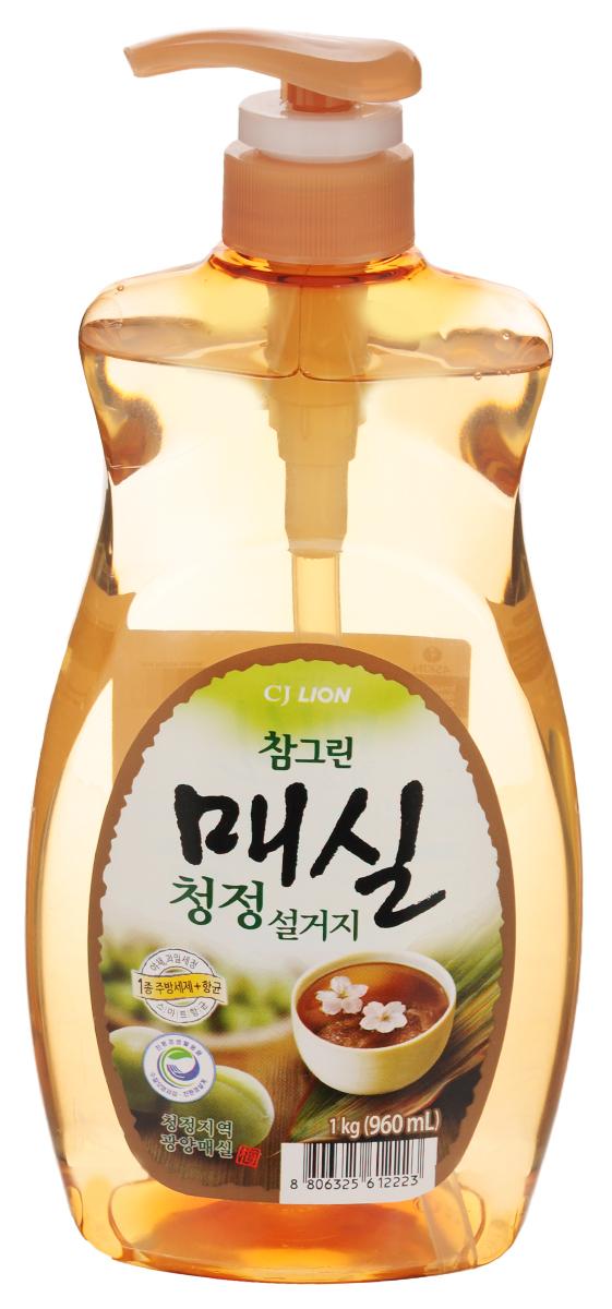 Средство для мытья посуды Cj Lion Chamgreen, с экстрактом японского абрикоса, 960 мл113330Средство Cj Lion Chamgreen для мытья посуды, овощей и фруктов - это средство высшего класса. Моющие компоненты растительного происхождения - содержит экстракт японского абрикоса (зеленой сливы). Уникальная технология Антисептик 99,9%- благодаряприродному антибактериальному свойству зеленой сливыэффективно борется с бактериями.Подходит для мытья посуды, дезинфекции разделочной доски и губки.Усиленная формула для защиты рук - содержит увлажняющиекомпоненты на растительной основе.Ключевые преимущества: - легко и без остатка смывается, даже холодной водой. - мягко воздействует на руки - моющие компоненты на растительнойоснове действуют мягко, а также увлажняют кожу.- использование высококачественных материалов растительногопроисхождения первого сорта позволяет использовать средство такжедля мытья овощей и фруктов.- обладает приятным ароматом. Состав: на растительной основе, анионные ПАВ 17,5%, альфа олефин, аминокислоты, средства для защиты кожи, экстракт сливы.Товар сертифицирован.