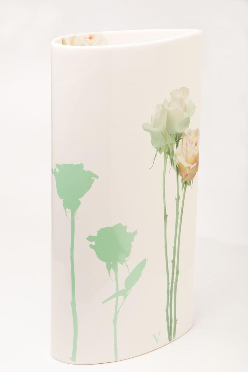 Ваза Nuova R2S Тиффанни, высота 30 см90174Изящная ваза Nuova R2S Тиффанни изготовлена из керамики и оформлена цветочным рисунком. Изделие сочетает в себе оригинальный дизайн с максимальной функциональностью.Ваза Nuova R2S Тиффанни дополнит интерьер офиса или дома и станет желанным подарком для ваших близких.Диаметр вазы: 21 см.Высота вазы: 30 см.