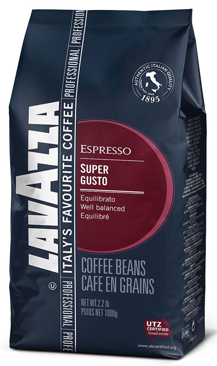 Lavazza Super Gusto UTZ кофе в зернах, 1 кг8000070045170_новый дизайнИтальянский насыщенный кофе Lavazza Super Gusto UTZ с большим содержанием высококачественной арабики (80 %). Зерна для этого кофе выращены на лучших плантациях и заботливо собраны специально для вас. 20 % в напитке составляет робуста. Она гарантирует наличие легкой пенки. Напиток имеет чудесный аромат, с него приятно начинать свое утро. Вкус отлично сбалансирован и сочетает в себе длительное сладковатое послевкусие и густой насыщенный аромат, присутствуют оттенки шоколада. Окунитесь в магию волшебства кофе!Кофе: мифы и факты. Статья OZON Гид
