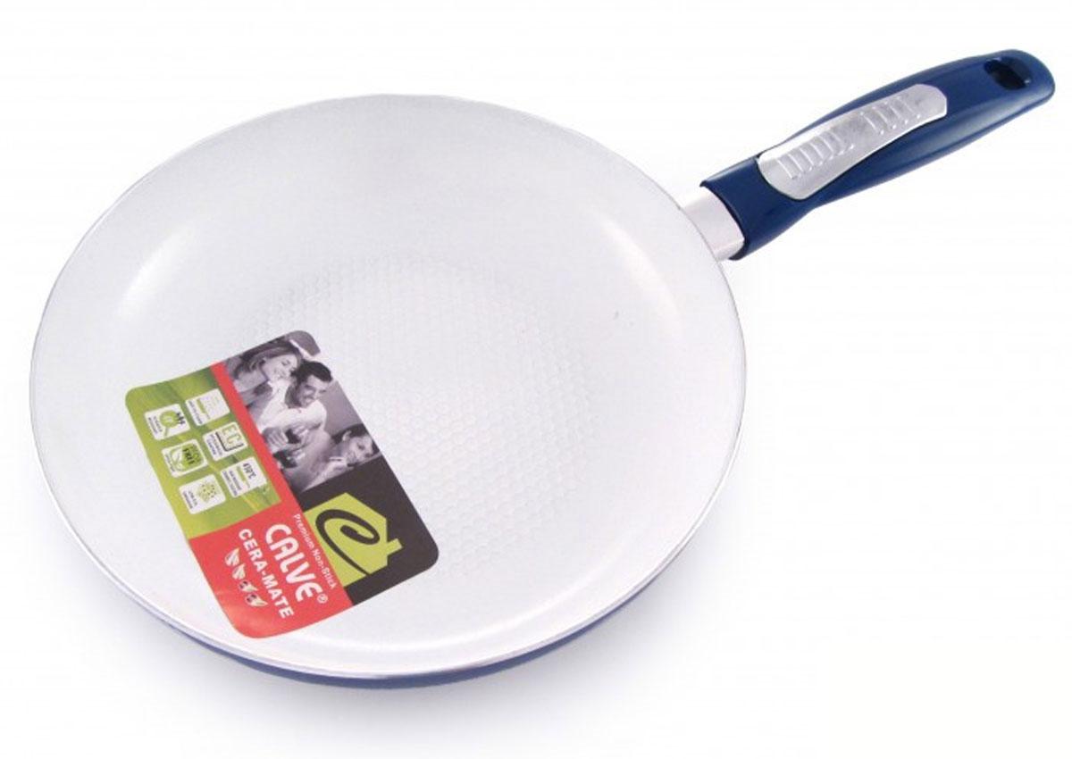 Сковорода Calve, с керамическим покрытием, цвет: синий. Диаметр 24 см. CL-1916CL-1916_синийСковорода Calve выполнена из высококачественного алюминия с керамическим покрытием, благодаря чему пища не пригорает и не прилипает во время готовки. А также изделие имеет внешнее элегантное жаростойкое покрытие. Сковорода оснащена удобной бакелитовой ручкой с отверстием для подвешивания. Подходит для всех типов плит. Можно мыть в посудомоечной машине. Диаметр сковороды (по верхнему краю): 24 см. Высота стенки: 5,5 см. Длина ручки: 19 см. Диаметр основания: 18 см. Толщина стенок: 2,5 мм. Толщина дна: 4 мм.