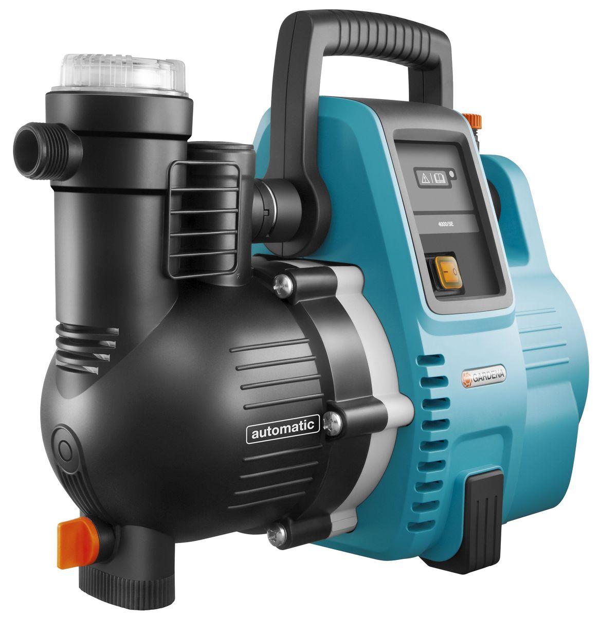 С напорным насосом GARDENA 4000/5E Comfort вы всегда сможете сэкономить ваши  деньги. Вы можете использовать дождевую воду там, где вам необходимо: дома в уборной  комнате или для стиральной машины, либо в саду для полива. Насос можно установить в  качестве постоянного узла вашей системы водоснабжения. Конструкция насоса  обеспечивает его компактную установку. Номинальная мощность насоса 1100 Вт,  максимальная производительность достигает 4000 л/ч, а давление 4,5 бар. Наличие  многочисленных функций обеспечивает удобное и безопасное использование: фильтр  предварительной очистки, защита от сухого хода, термозащита двигателя и датчик  давления, который позволяет автоматический включить насос при открытом кране. А  новая инновационная программа малого расхода воды, позволяет беспроблемно  использовать насос со стиральной машиной, посудомоечной и системой микрокапельного  полива. Дополнительным преимуществом обратного клапана является возможность  значительного сокращения времени всасывания при повторном запуске насоса. Благодаря  тому, что насос выполнен только из высококачественных материалов, пользователю  гарантирована высокая эффективность и бесшумность работы насоса. Не требующий  технического обслуживания конденсаторный двигатель с термовыключателем для защиты  от перегрузок включается без задержек и позволяет эффективно перекачивать воду под  давлением через систему насоса. Для удобства эксплуатации предусмотрена широкая  заливная горловина, которая упрощает наполнение насоса перед использованием.  Резиновые ножки обеспечивают устойчивость насоса, а также бесшумную эксплуатацию  без вибраций. В преддверии зимы насос легко опорожняется с помощью дренажной  пробки.  Максимальная производительность по нагнетанию: 4000 л/ч. Максимальное давление: 4,5 Бар. Максимальная высота самовсасывания: 8 м. Тип силового кабеля: H07 RNF.