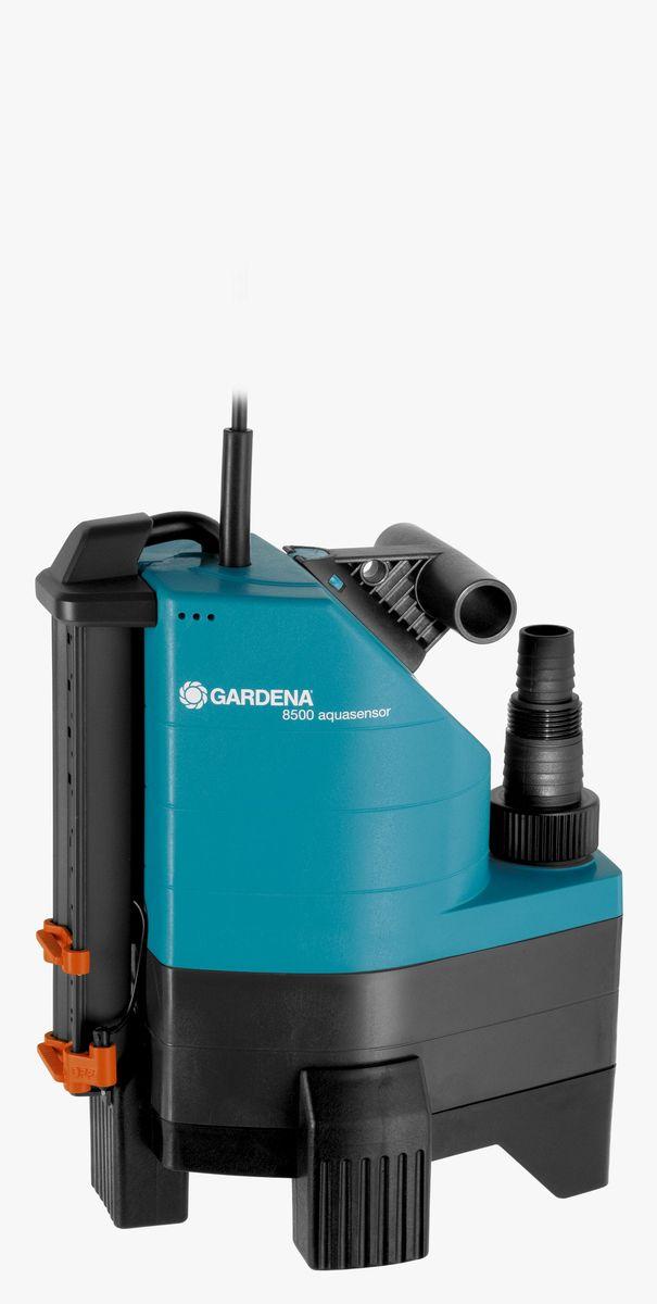 Насос дренажный Gardena 8500 Aquasensor Comfort, для грязной воды01797-20.000.00Иногда вода может появиться там, где ее не должно быть, например, в подвале или возле стиральной машины, либо вам необходимо просто откачать или перекачать воду. Дренажный насос GARDENA идеально подходит для быстрой перекачки чистой или загрязненной воды с диаметром до 30 мм. Благодаря наличию силового кабеля длиной 10 м, практичный и надежный насос может использоваться для выполнения различных задач даже на очень большой глубине. Встроенный датчик уровня воды aquasensor обеспечивает автоматическое включение насоса, когда вода достигает уровня 65 мм, после чего начинается быстрая и эффективная откачка воды. Надежный корпус насоса, выполненный из армированного стекловолокном пластика, износостойкое рабочее колесо насоса и малошумный, не требующий технического обслуживания конденсаторный двигатель с термовыключателем для защиты от перегрузок, гарантируют длительный срок эксплуатации насоса. Наличие универсального соединителя позволяет подключать к насосу шланг диаметром 13 мм (1/2), 16 мм (5/8), 19 мм (3/4), 25 мм (1) и 38 мм (1 1/2).Максимальная производительность по нагнетанию: 8300 л/ч.Максимальное давление: 0,6 Бар. Тип силового кабеля: H05 RNF.