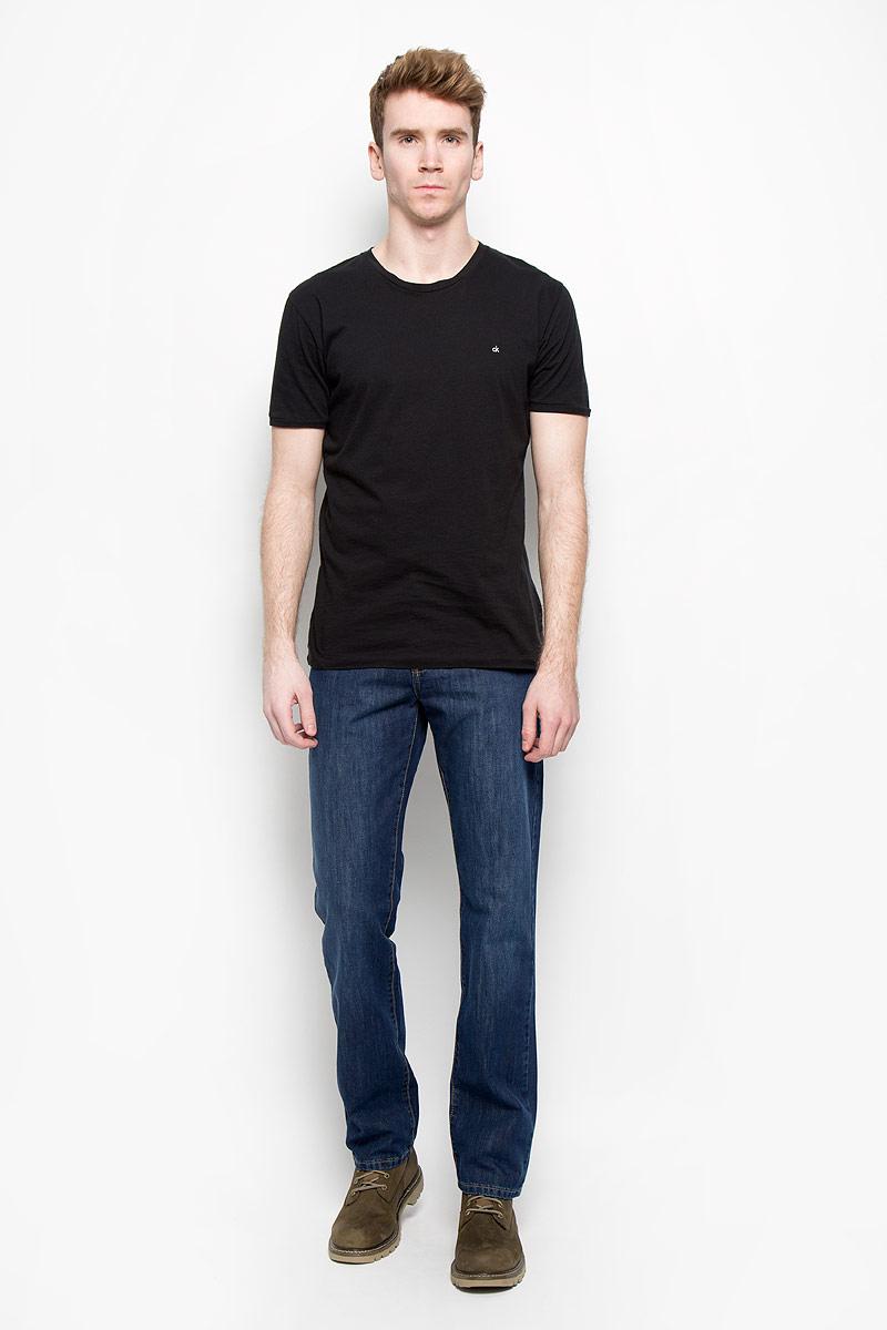 Джинсы мужские F5, цвет: синий. 0965/51664_w.medium. Размер 30-34 (46-34)0965/51664_w.mediumСтильные мужские джинсы F5 - джинсы высочайшего качества на каждый день, которые прекрасно сидят. Модель прямого кроя и средней посадки изготовлена из высококачественного плотного хлопка. Джинсы не сковывают движения и дарят комфорт. Изделие оформлено контрастной отстрочкой. Застегиваются джинсы на пуговицу в поясе и ширинку на молнии, имеются шлевки для ремня. Спереди модель оформлена двумя втачными карманами и одним небольшим секретным кармашком, а сзади - двумя накладными карманами. Эти модные и в тоже время комфортные джинсы послужат отличным дополнением к вашему гардеробу. В них вы всегда будете чувствовать себя уютно и комфортно.
